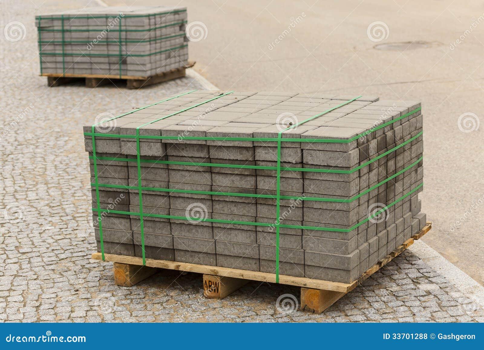 Houten pallet met concrete bakstenen royalty vrije stock foto 39 s beeld 33701288 - Foto houten pallet ...
