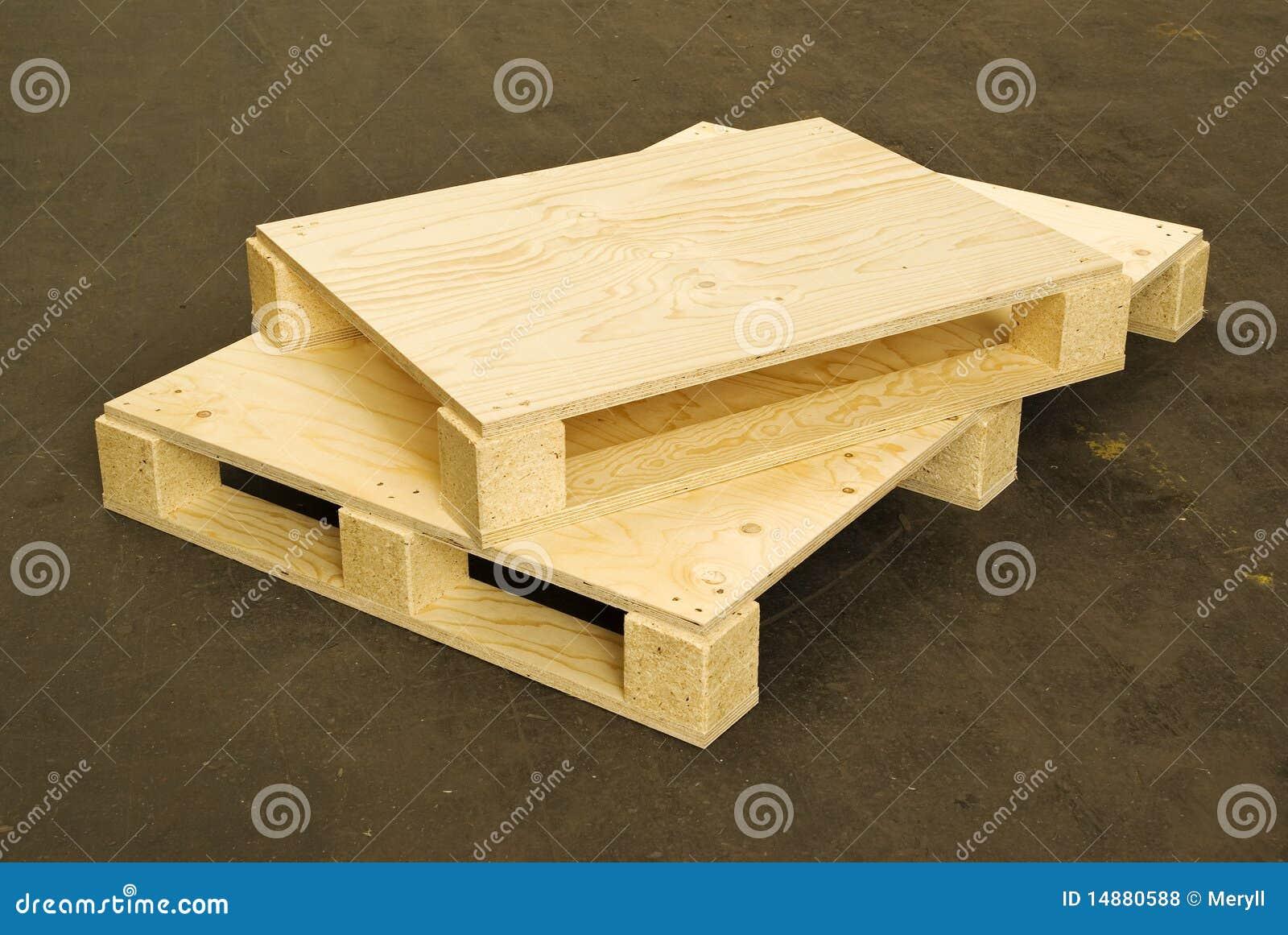 Houten pallets logistiek lading stock foto afbeelding 14880588 - Foto houten pallet ...