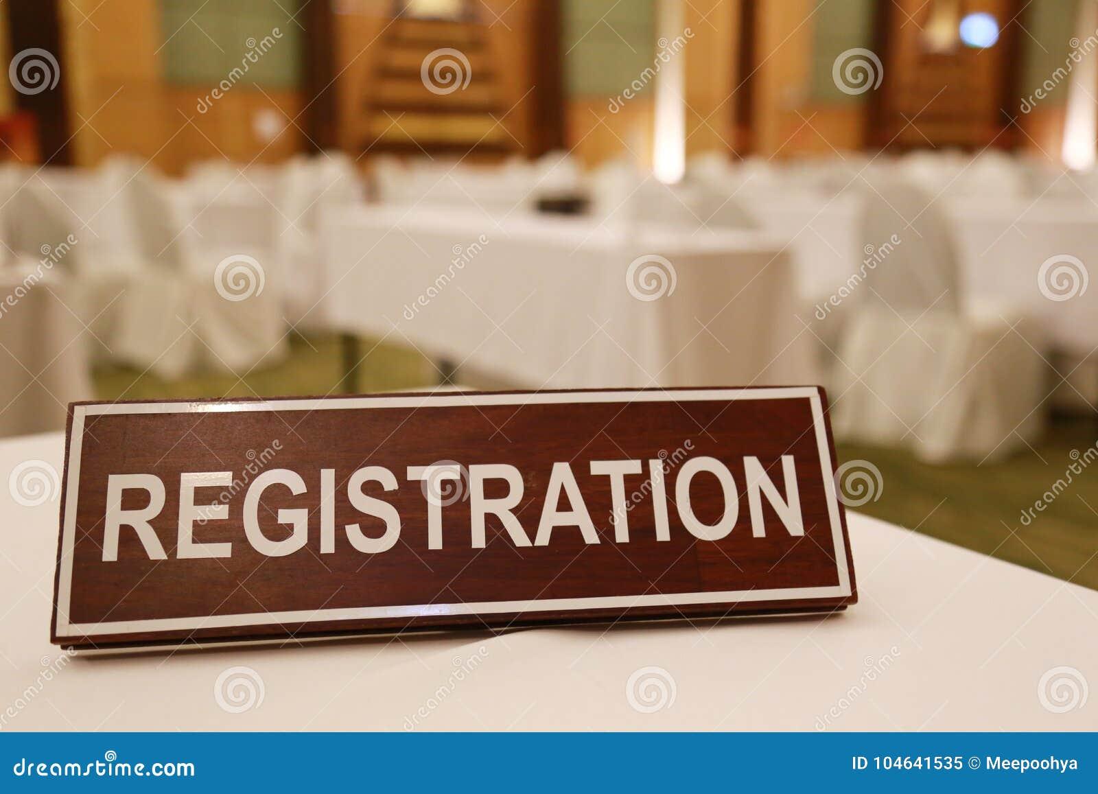Download Houten Tekens Van Registratie Op Een Lijst Stock Afbeelding - Afbeelding bestaande uit bureau, communiceer: 104641535