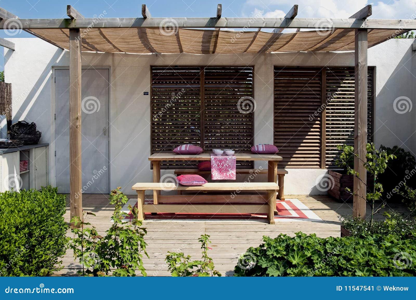 Houten terras in tuin stock afbeelding afbeelding 11547541 - Terras hout ...