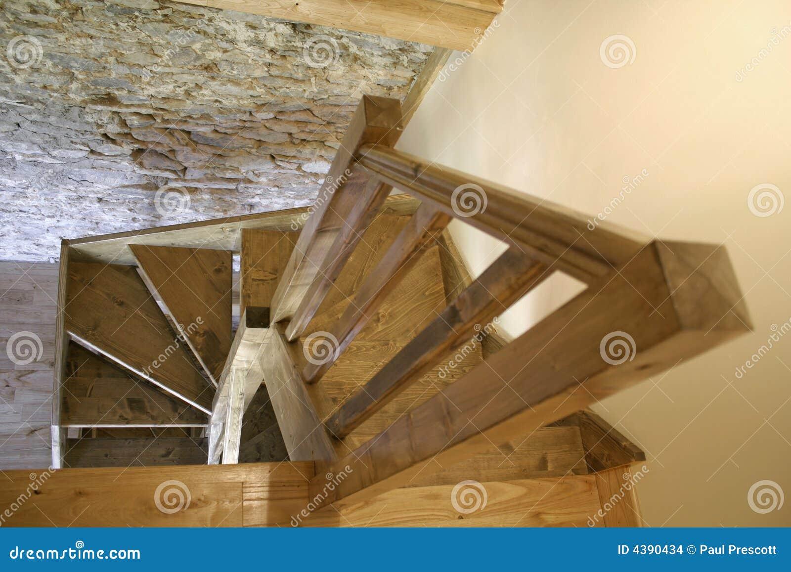 Houten trap binnenshuis stock afbeeldingen afbeelding 4390434 - Houten trapontwerp ...