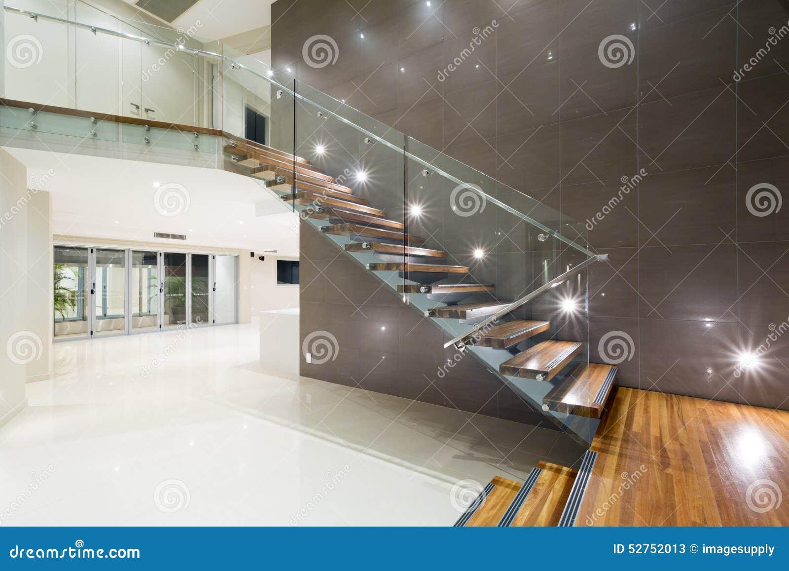 Houten trap in modern huis stock afbeelding afbeelding bestaande uit modern 52752013 - Huis trap ...