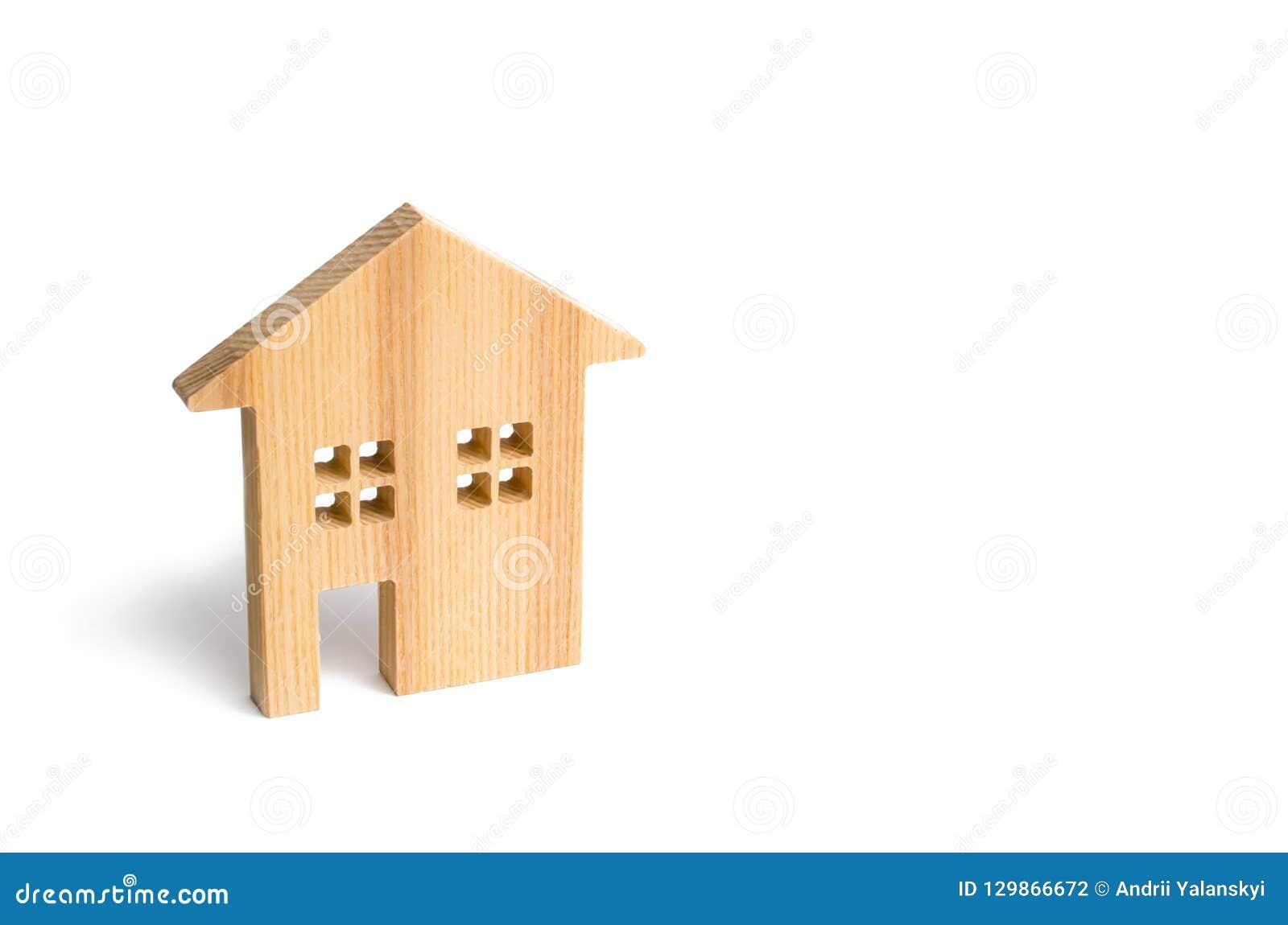 Houten woonhuis op een witte achtergrond Hypotheek en krediet voor de aankoop minimalism Isoleer Onroerende goederenconcept