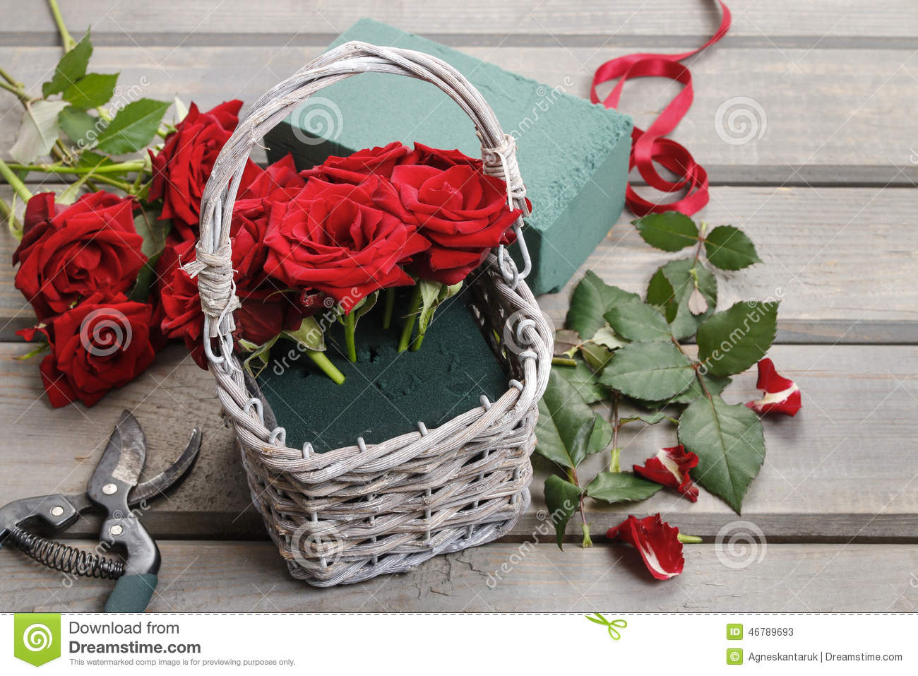 Basket Flower Arrangement Step By Step : How to make bouquet of roses in wicker basket tutorial