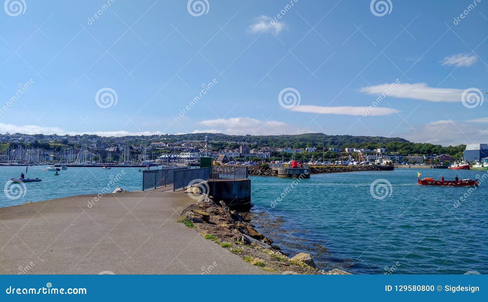 Howth港口和海洋,都伯林爱尔兰在旅行之外的夏日