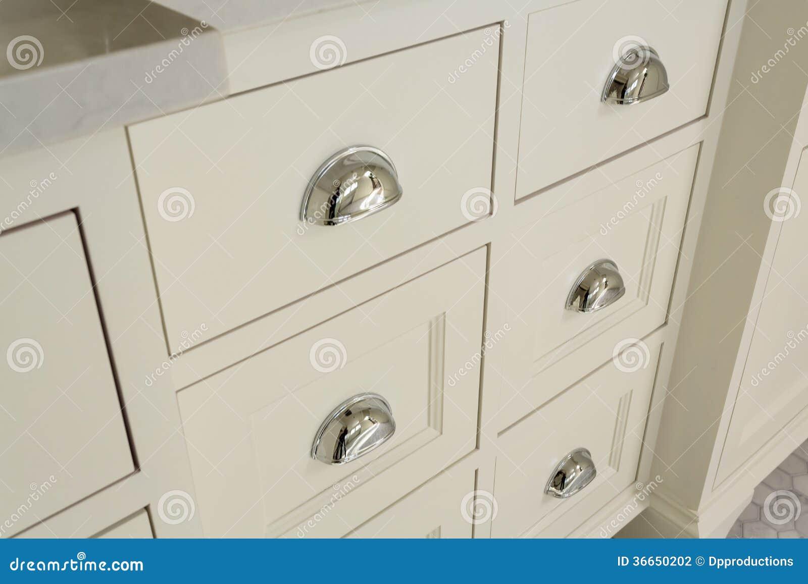 Härliga enheter i exklusivt ledar  badrum arkivbild   bild: 36650202