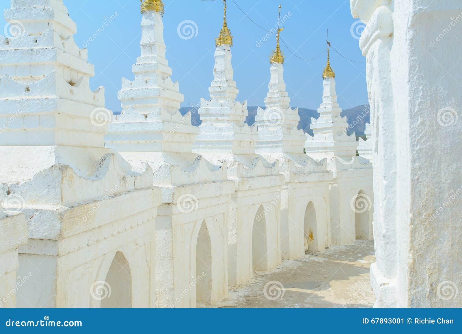 Hsinbyume或Myatheindan塔在Mingun