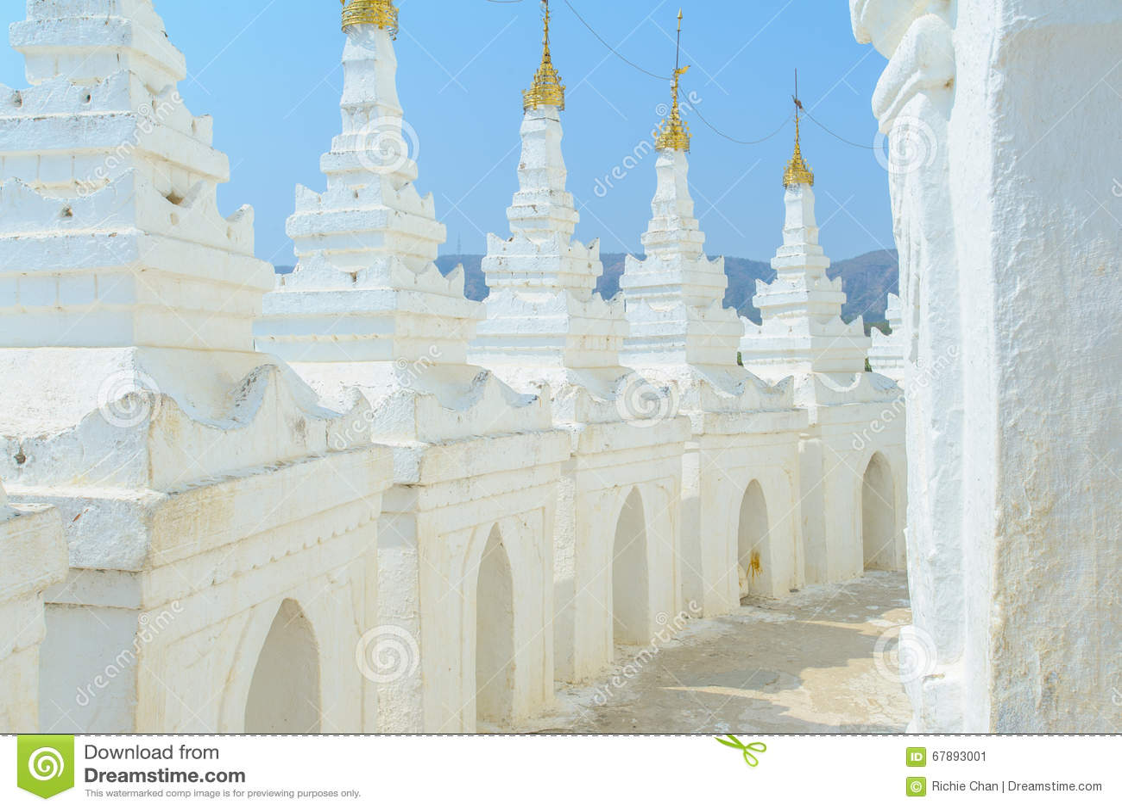 Hsinbyume lub Myatheindan pagoda w Mingun