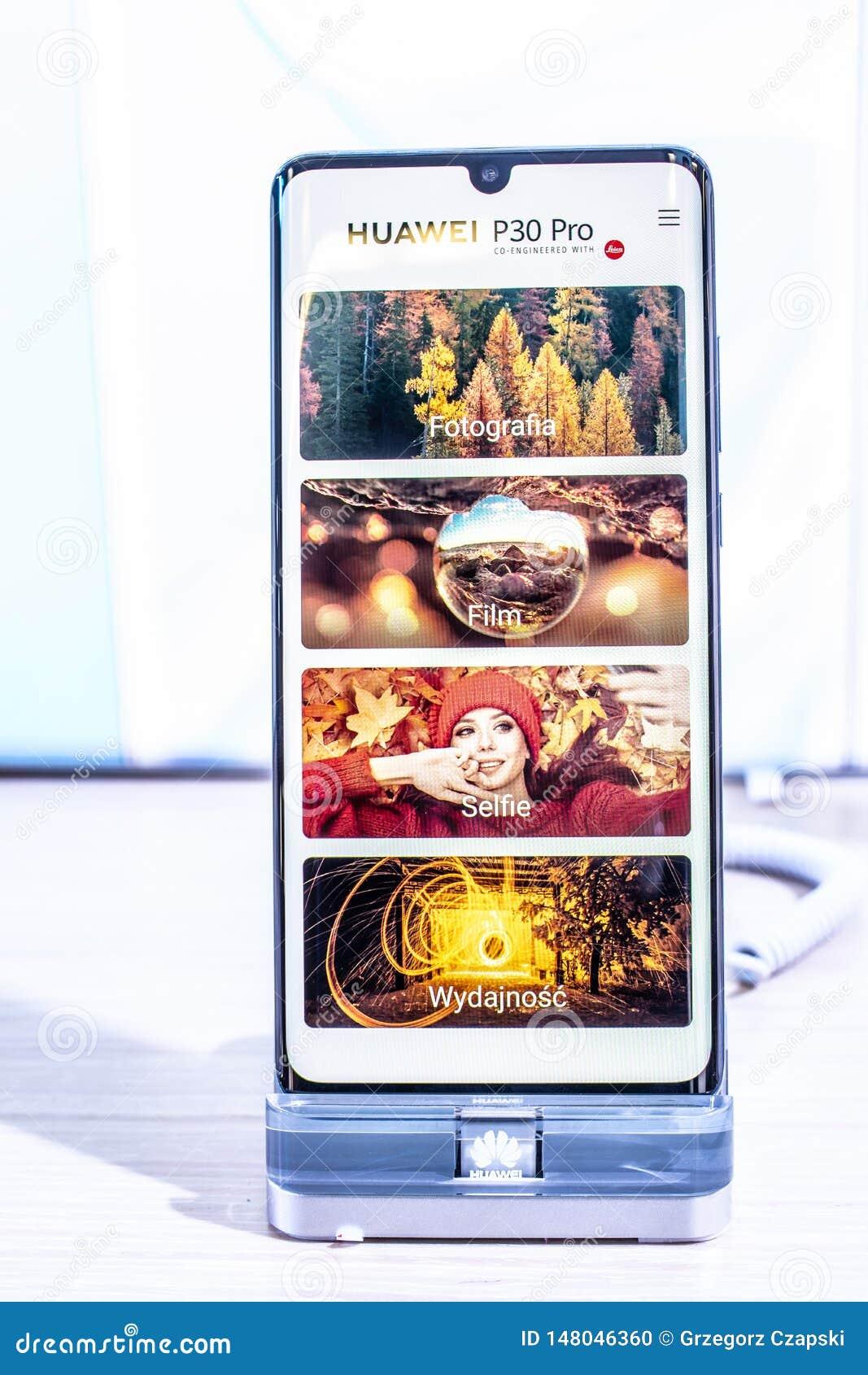 Huawei P30 Pro smartphone, prezentacji P30 Pro z Android przy Huawei pawilonu powystawow? sal? wystawow? cechy,