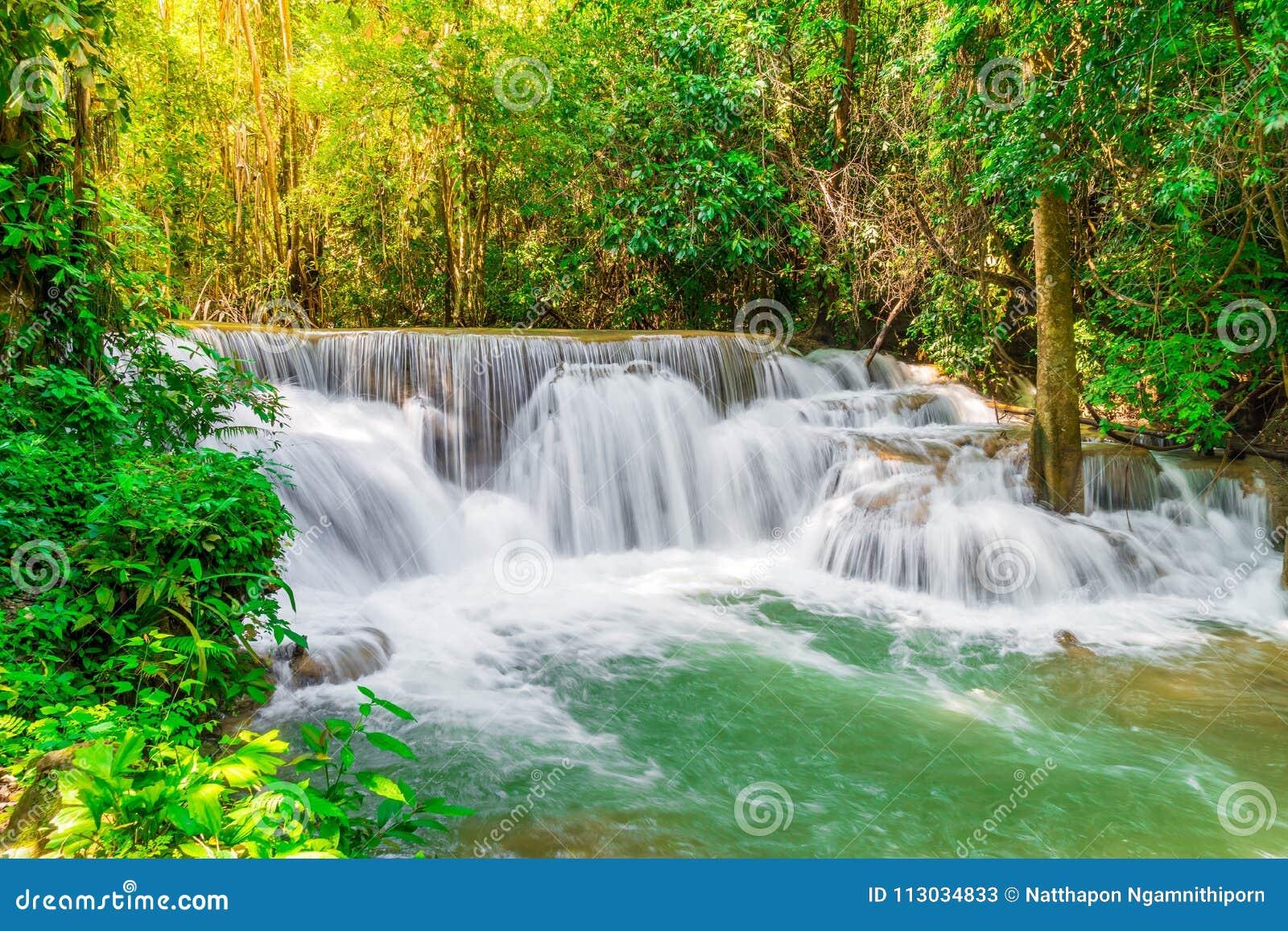 Huay Mae Kamin Waterfall en Kanchanaburi en Tailandia