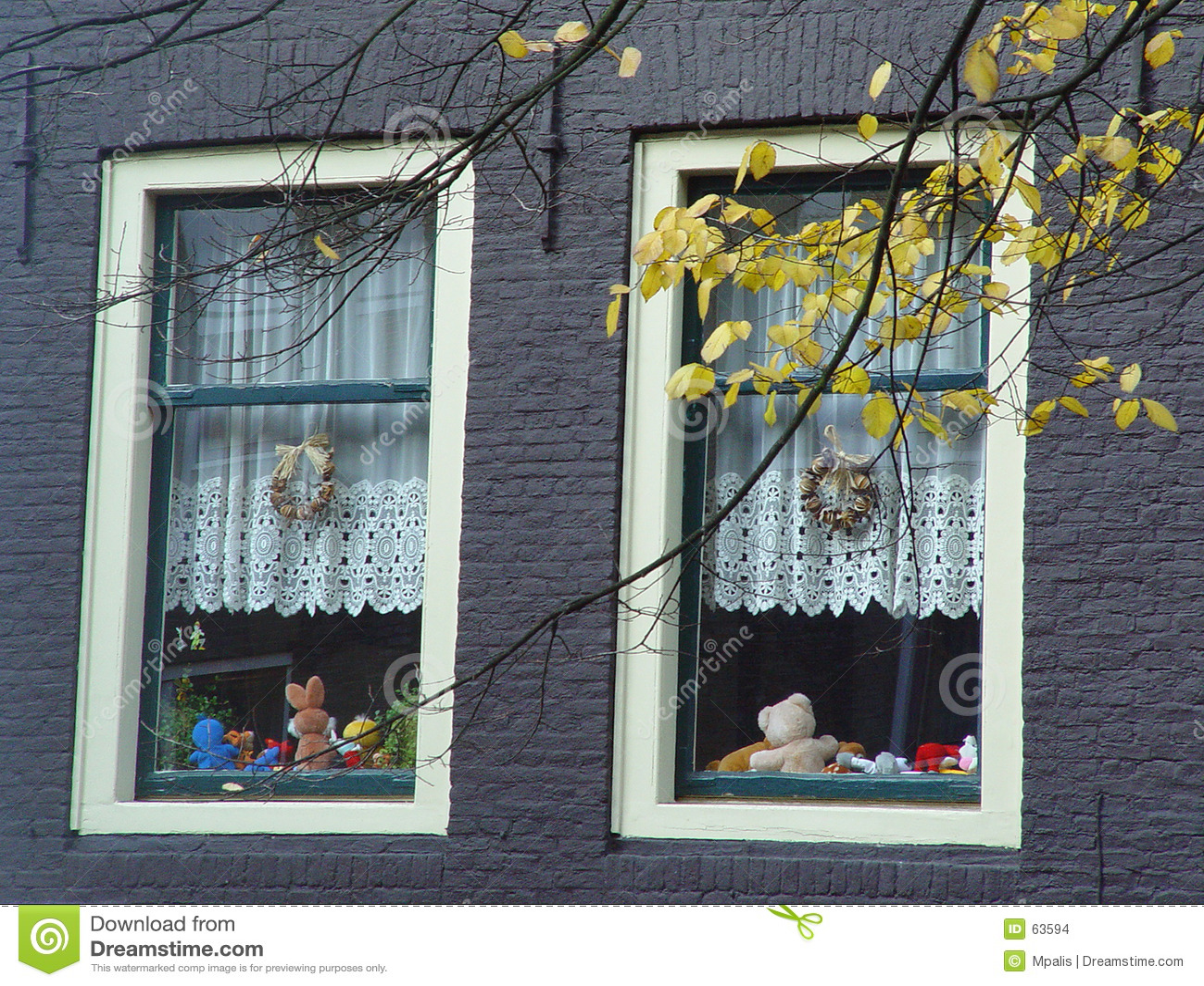 Download Hublots jumeaux photo stock. Image du architecture, hublot - 63594