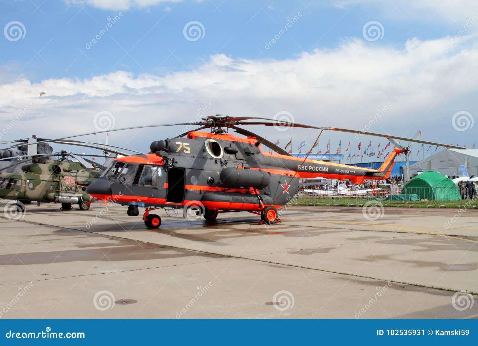 Hubschrauber Mi-8 am internationalen Luftfahrt-und Raum-Salon herein