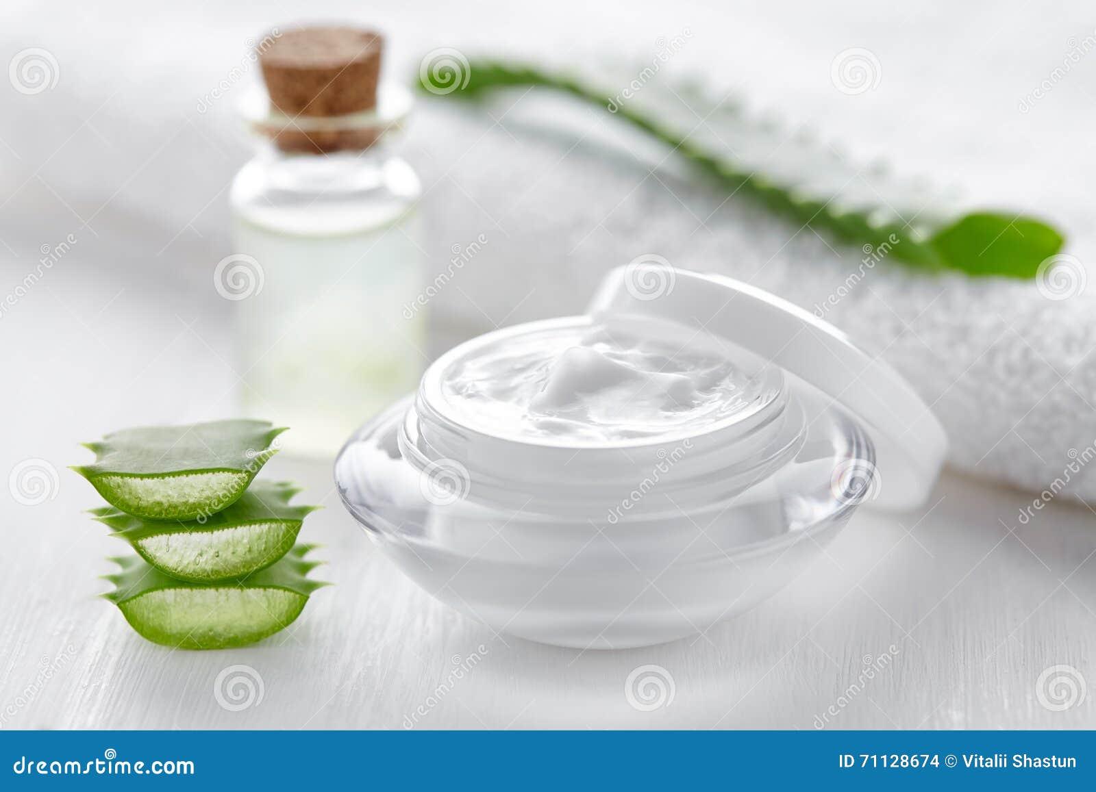 Hud för kräm för skönhetsmedel för aloevera anti-skrynkla, kroppomsorglotion