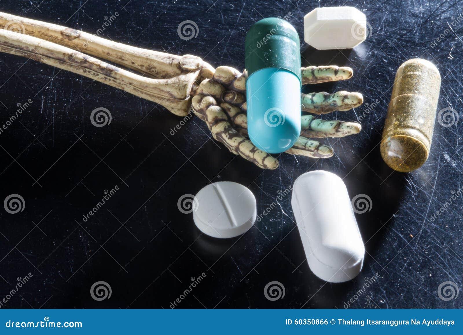 Huesos de las drogas a mano