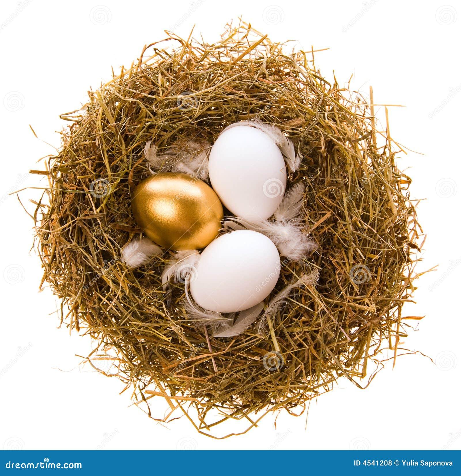 Huevo del oro para el día de fiesta de Pascua