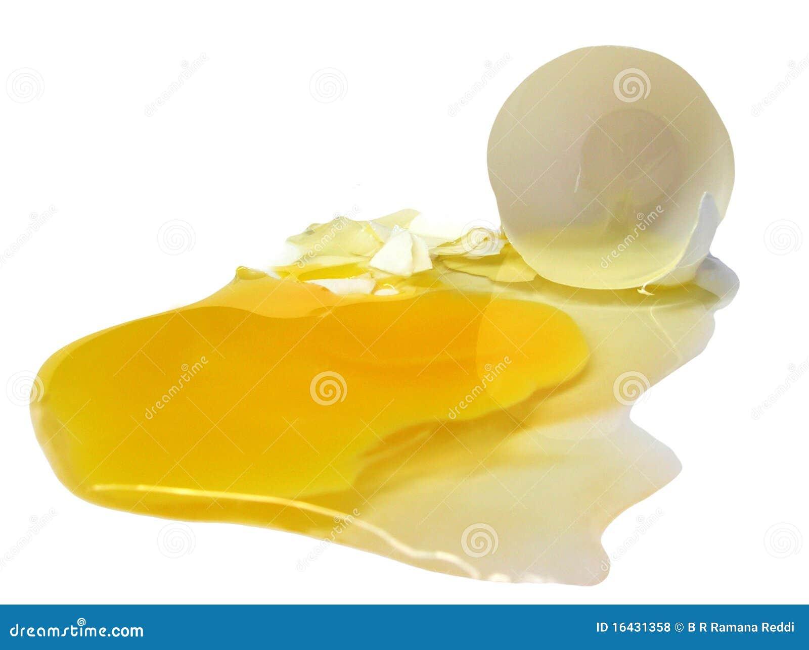 Huevo quebrado en blanco