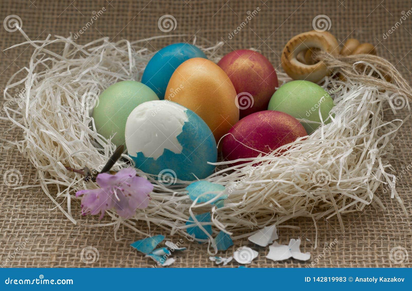 Huevos de Pascua coloreados