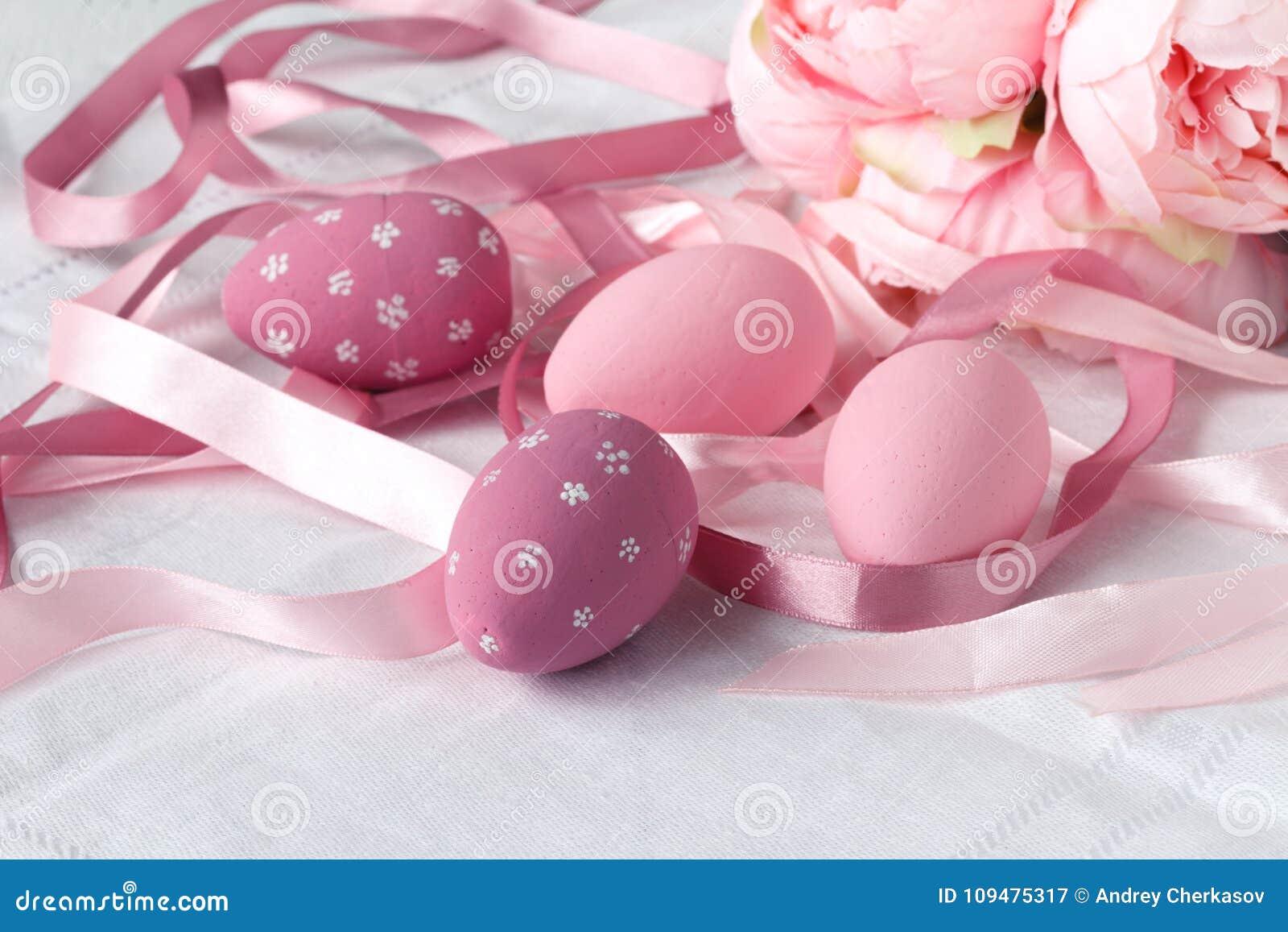 Huevos de Pascua con el caramelo