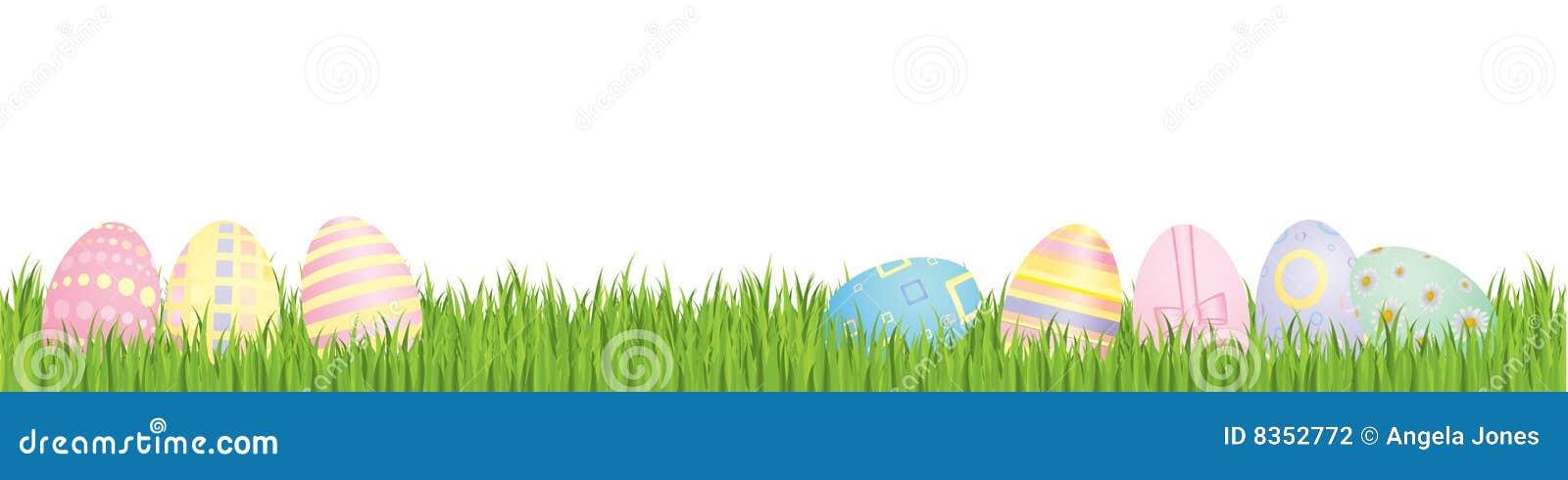 Huevos de Pascua con la hierba del resorte