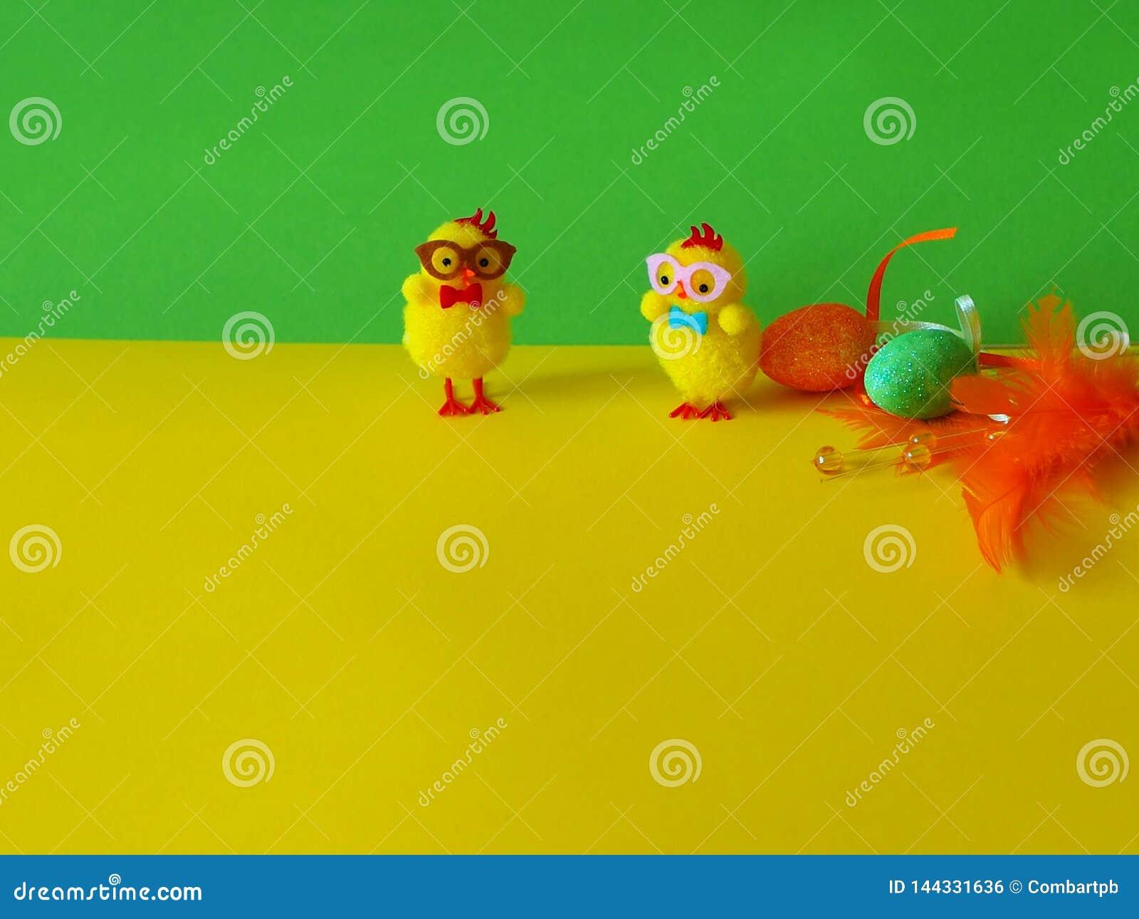 Huevos del pollo y de Pascua