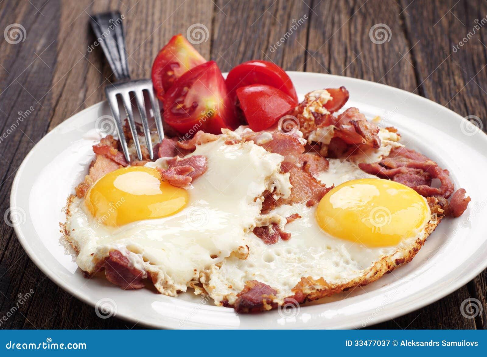 Huevos fritos con el jamón