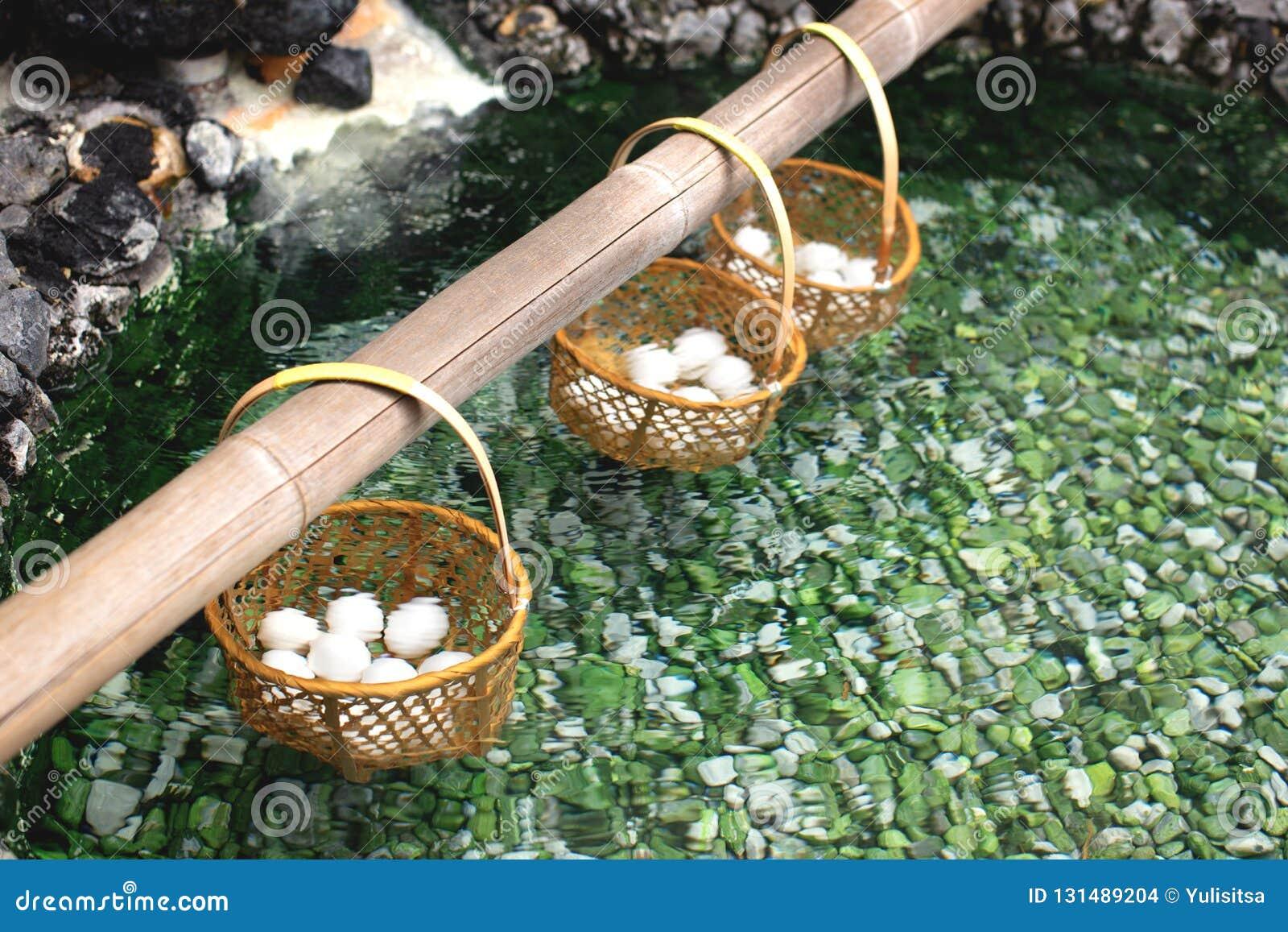 Huevos hervidos en aguas termales