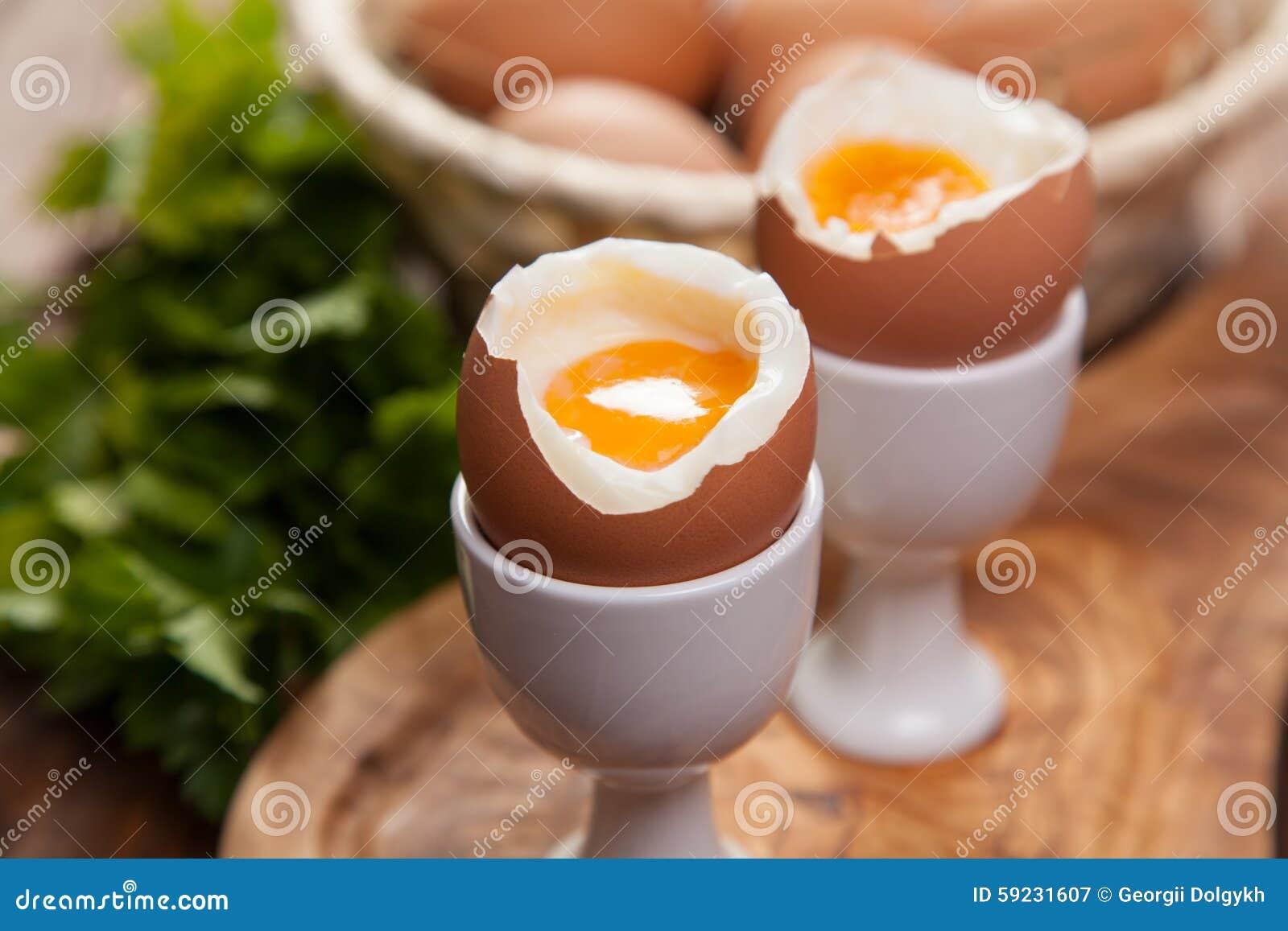Download Huevos Hervidos En Un Fondo De Madera Imagen de archivo - Imagen de nutrición, delicioso: 59231607