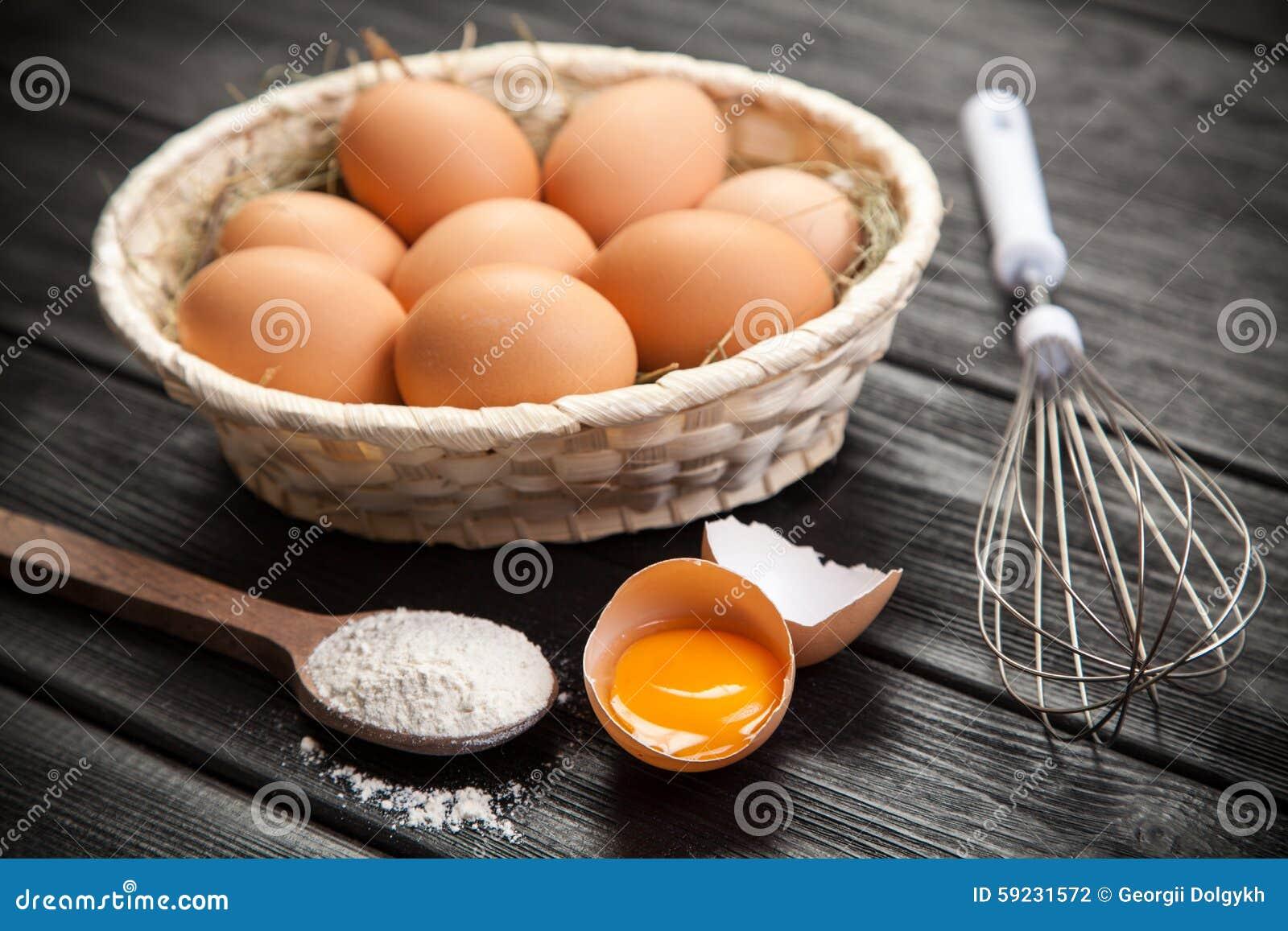 Download Huevos orgánicos frescos foto de archivo. Imagen de harina - 59231572