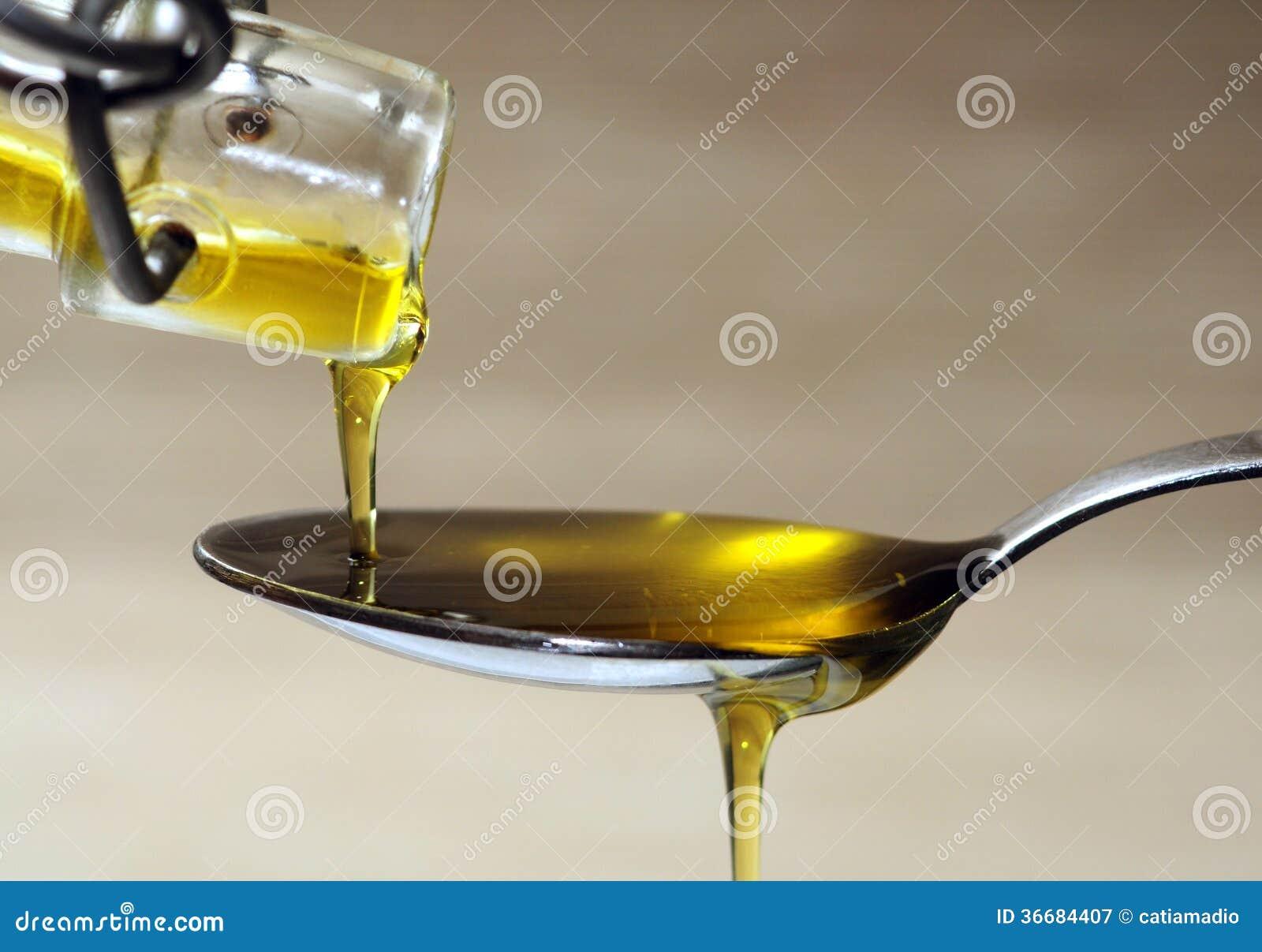 Huile d olive au-dessus de cuillère