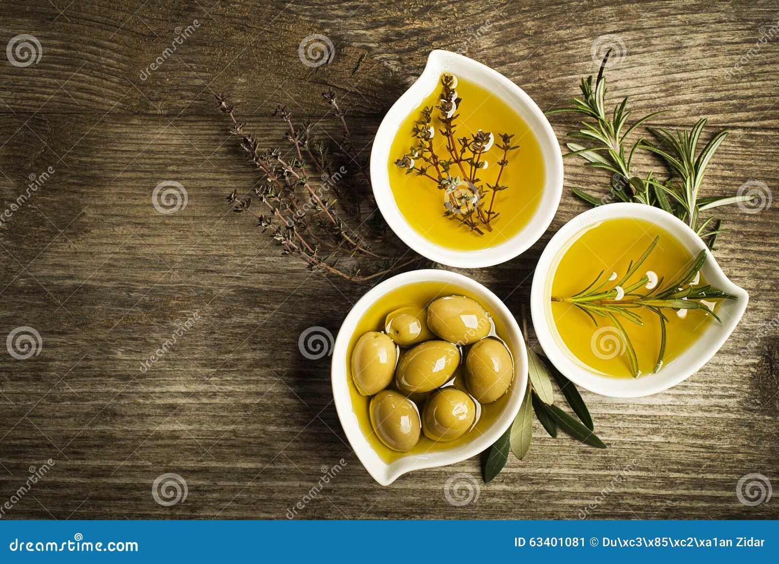 Huile d olive avec des herbes