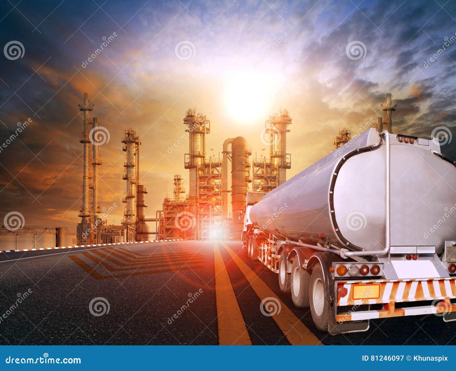 Huilez le camion de récipient et l usine lourde d industries pétrochimiques pour
