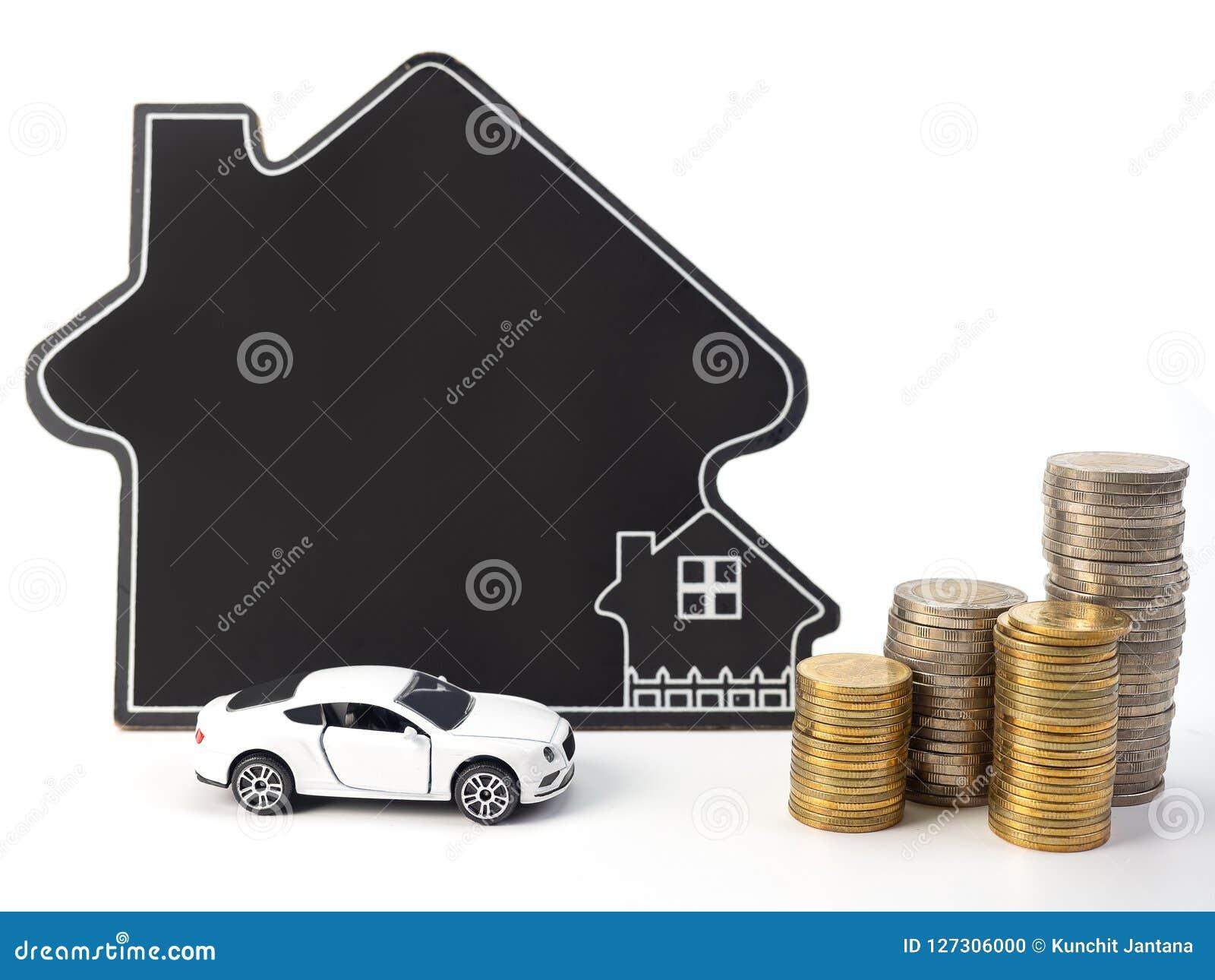 Huis en auto met muntstukken