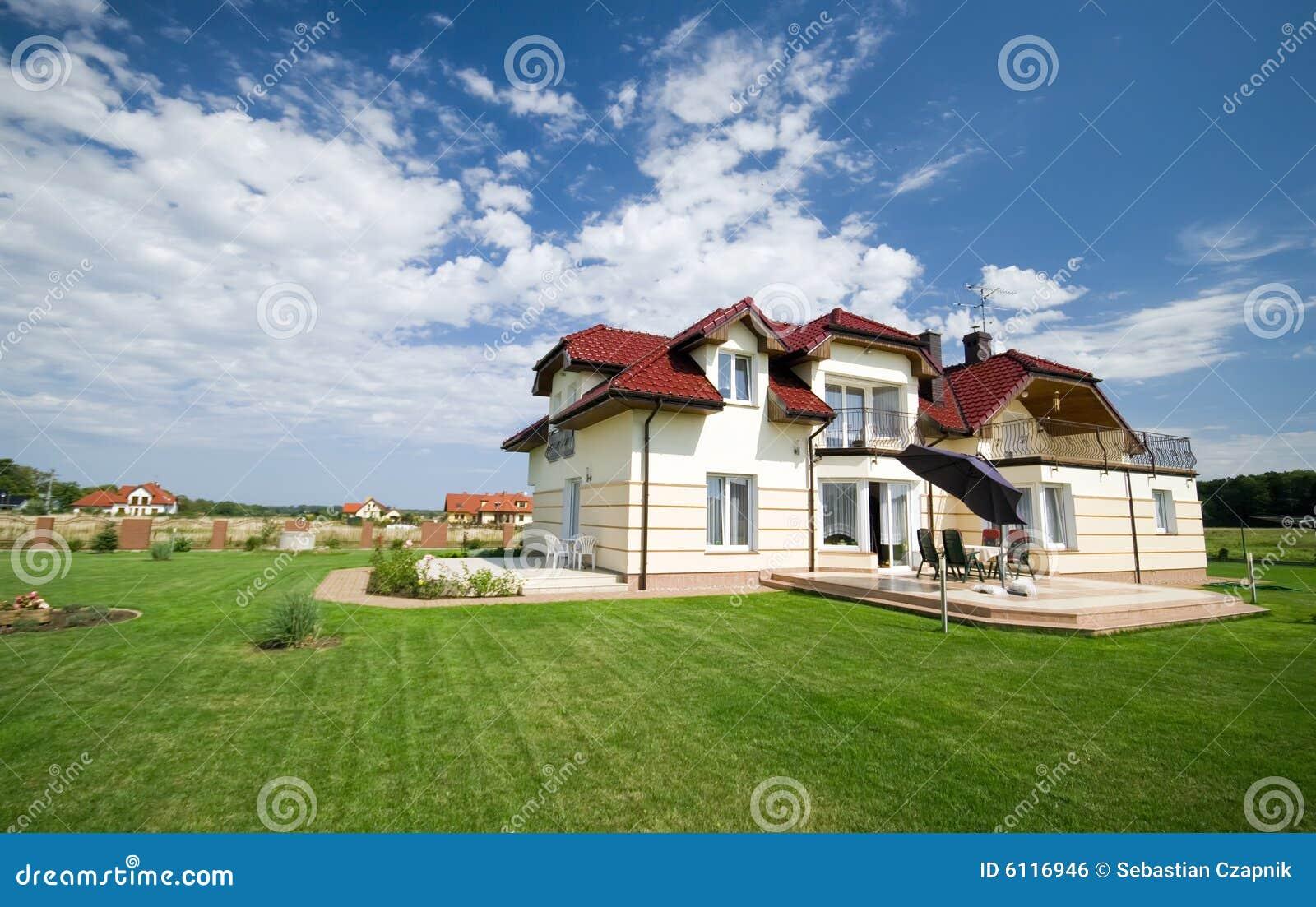 Huis in groen gazon