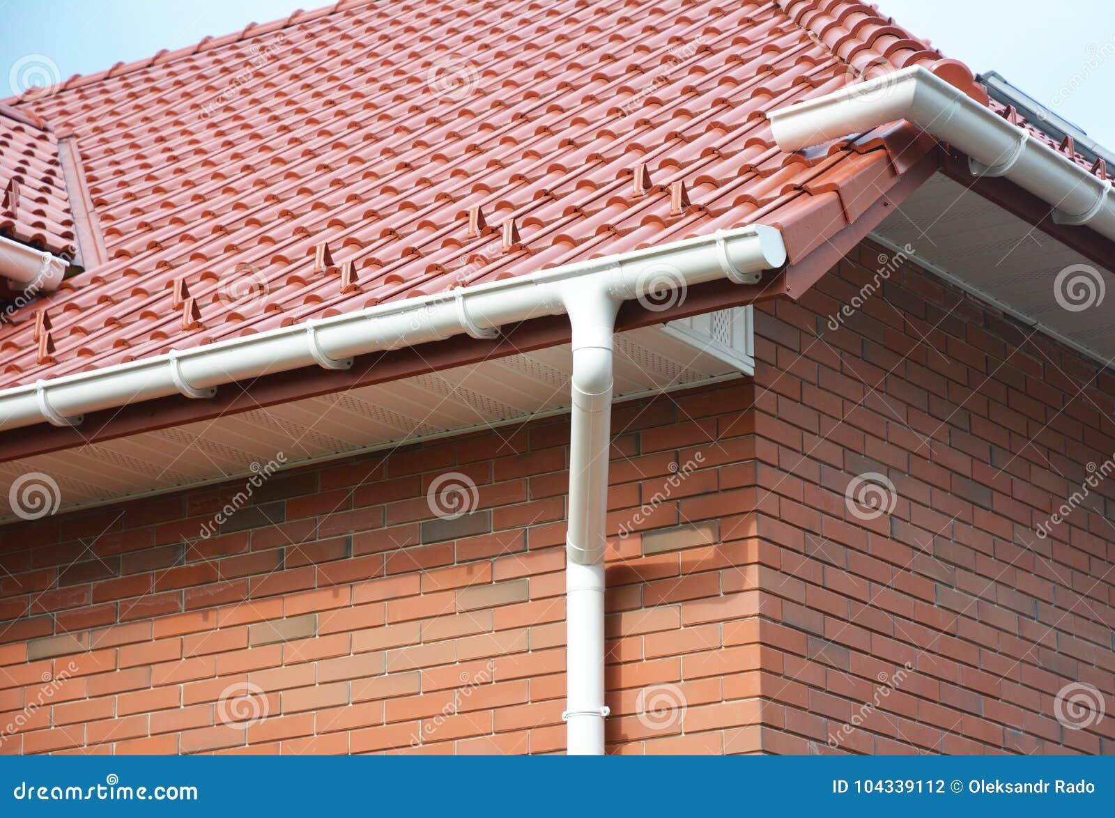 Huis Guttering, Dakwerkbouw, Goten, Plastic Guttering-Systeem, Daktegels, Guttering & de Woningbouw van de Drainagepijp