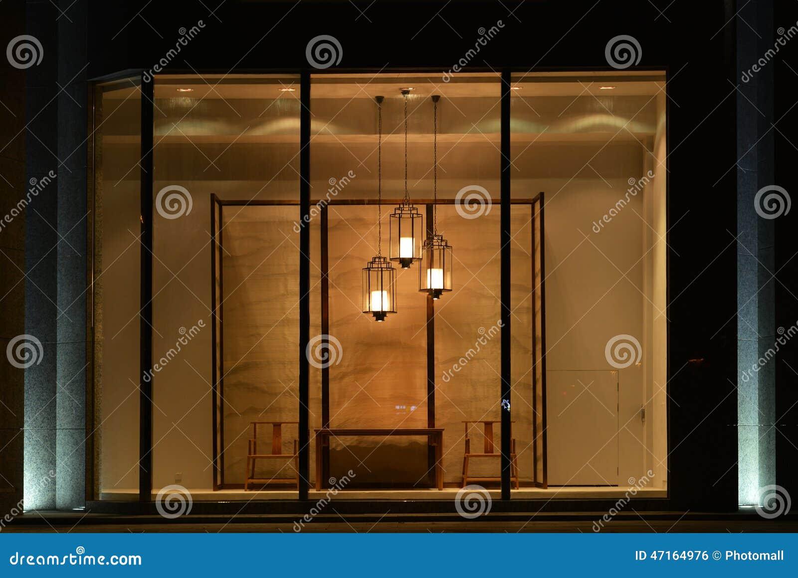 Huis het leveren winkeletalage met de geleide stoel van de kroonluchterlijst en het scherm - Scherm huis ...