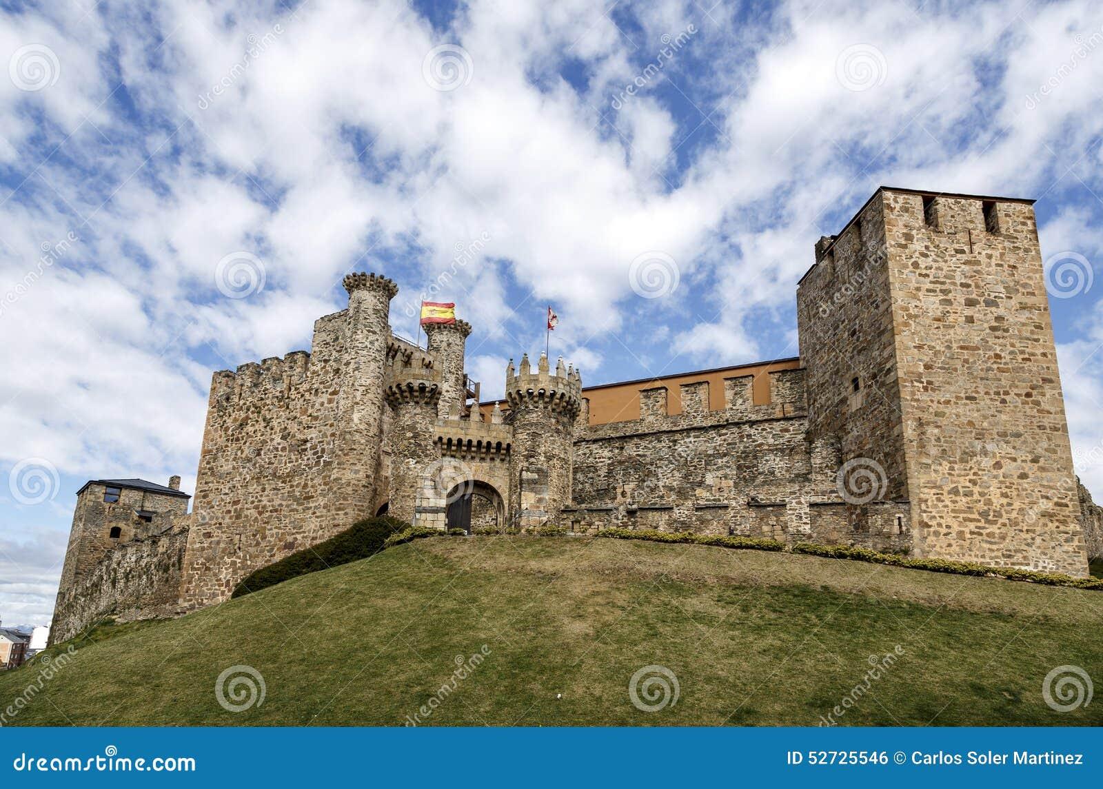 Huis of hoofdingang van Templar-kasteel in Ponferrada, Bierzo