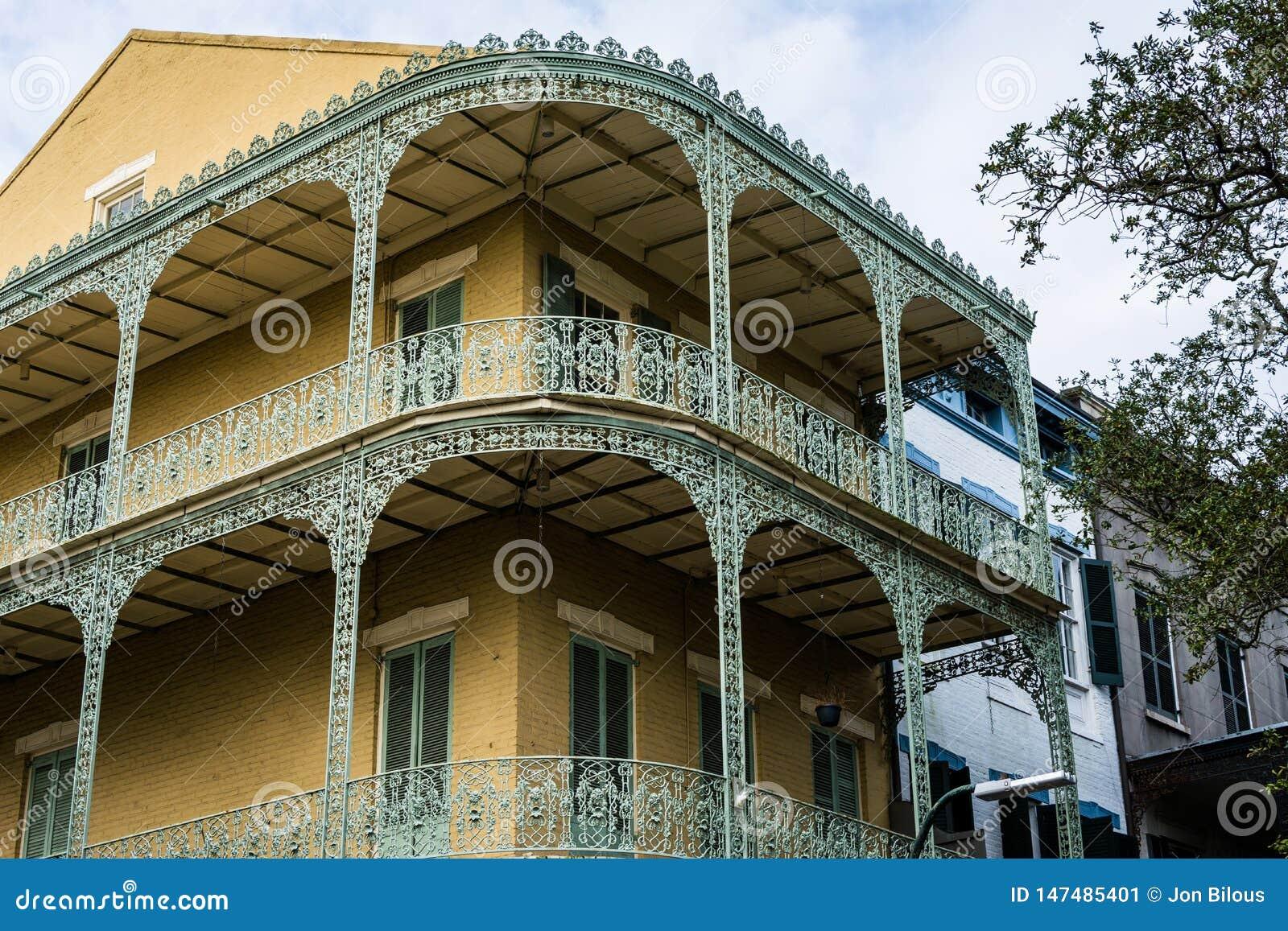 Huis met balkons in het Franse Kwart, in New Orleans, Louisiane