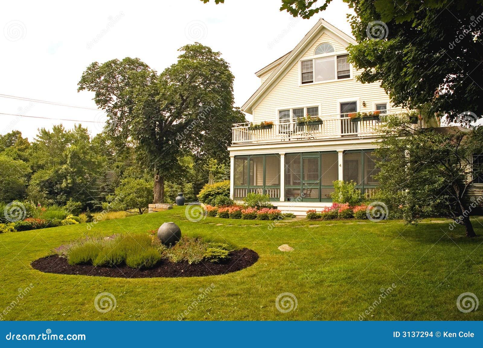 Huis met de zomer het modelleren