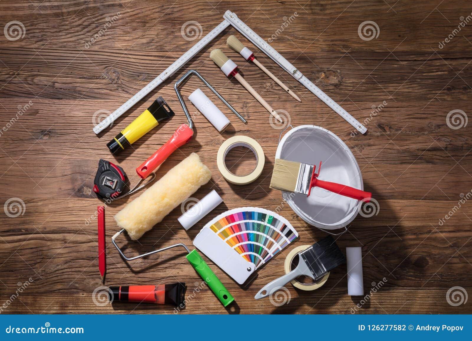 Huis met het Schilderen van Materiaal en het Meten van Band wordt gemaakt die