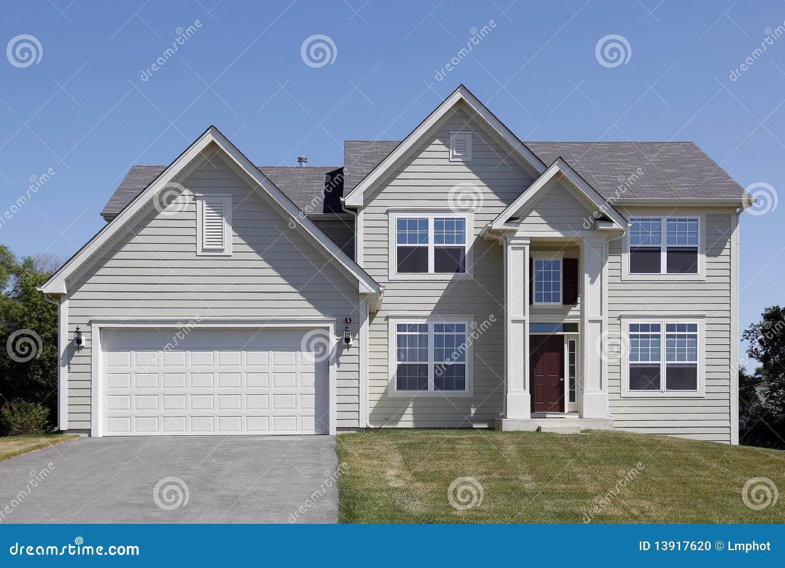 Huis met overspannen ingang stock foto afbeelding 13917620 - Ingang huis idee ...