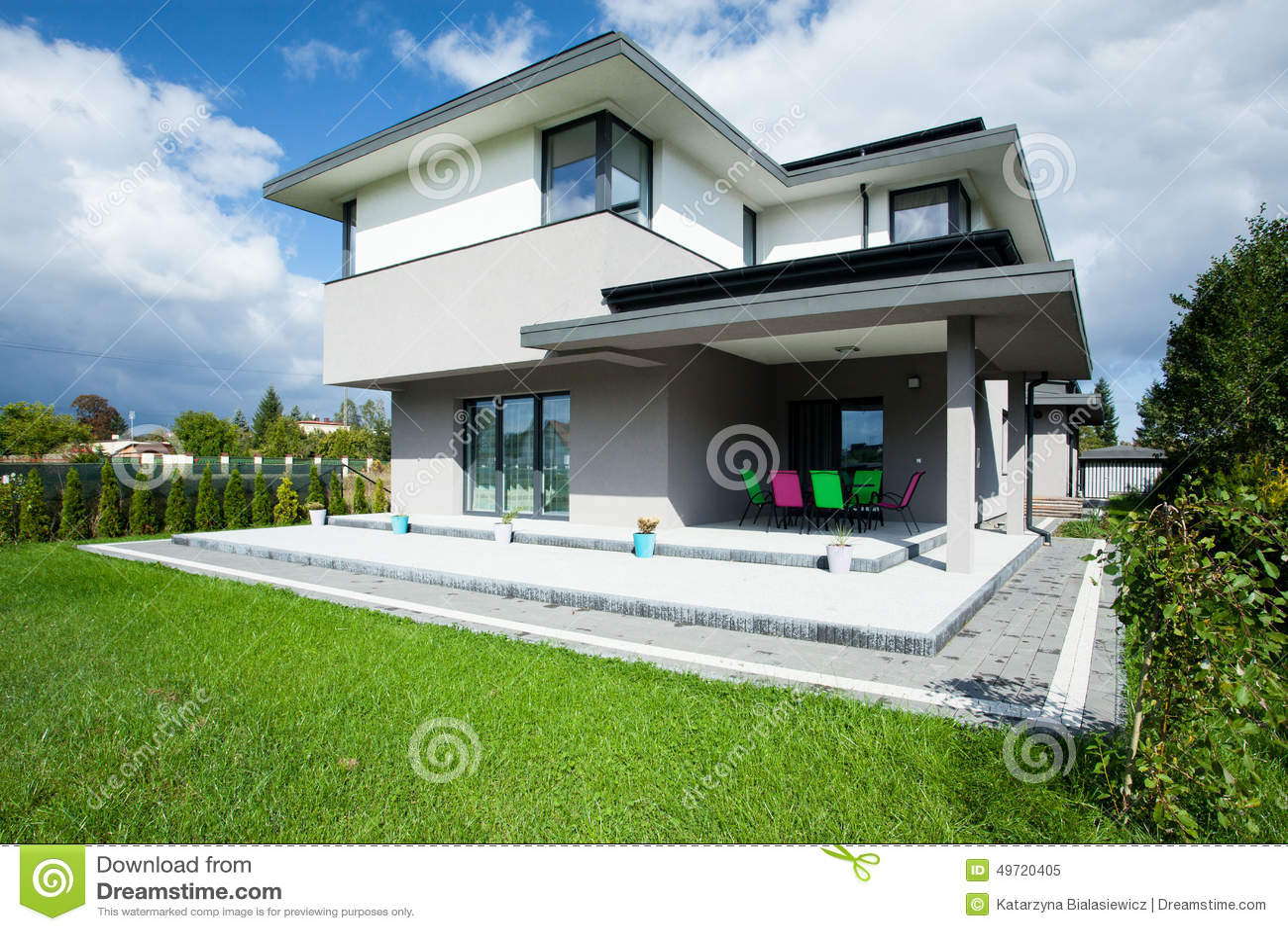 Huis met portiek
