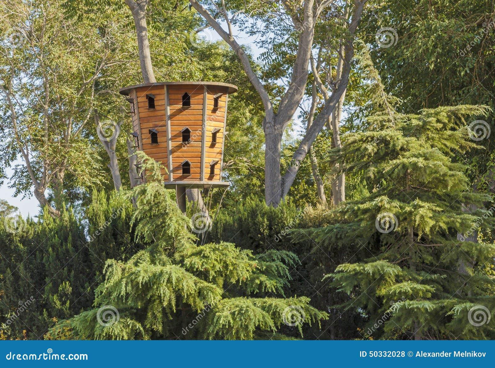 Huis voor duiven in het park in baku stock foto afbeelding 50332028 - Foto huis in l ...