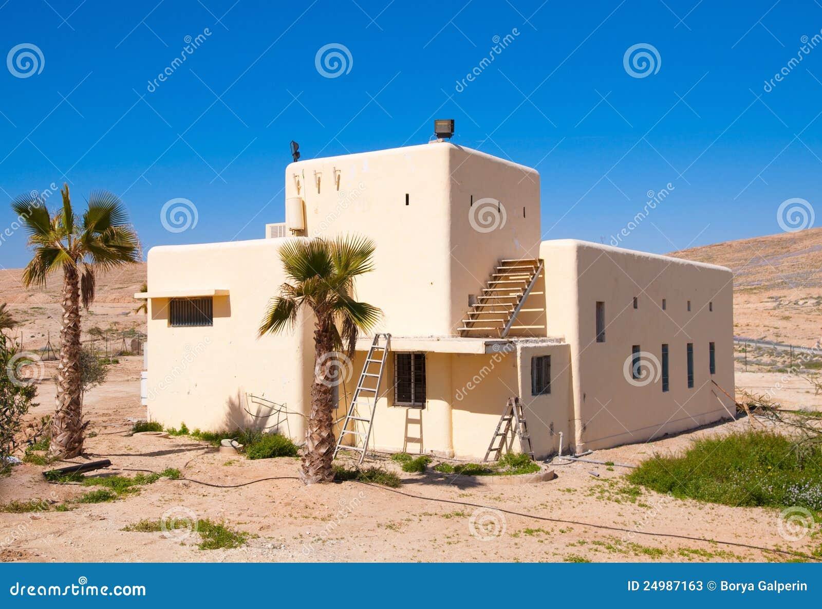 Huis in woestijn stock foto 39 s afbeelding 24987163 - Foto huis in l ...