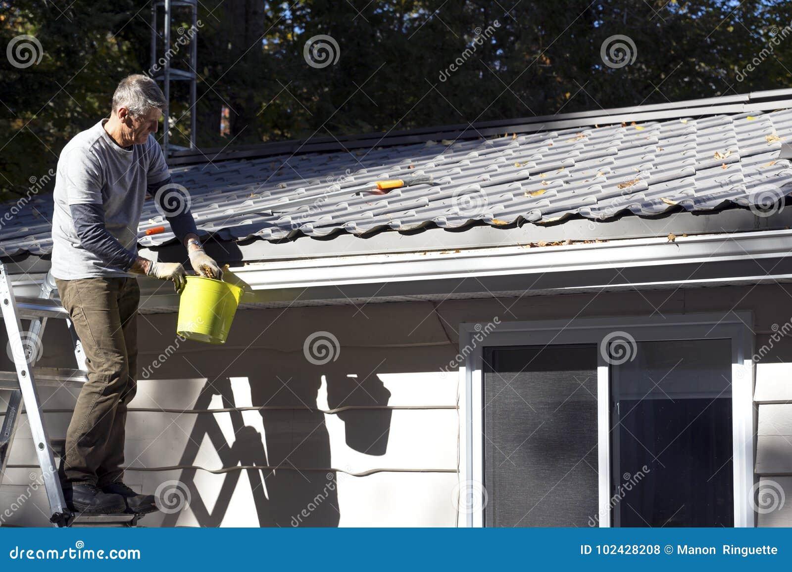 Huisonderhoud - eavestrough schoonmakend