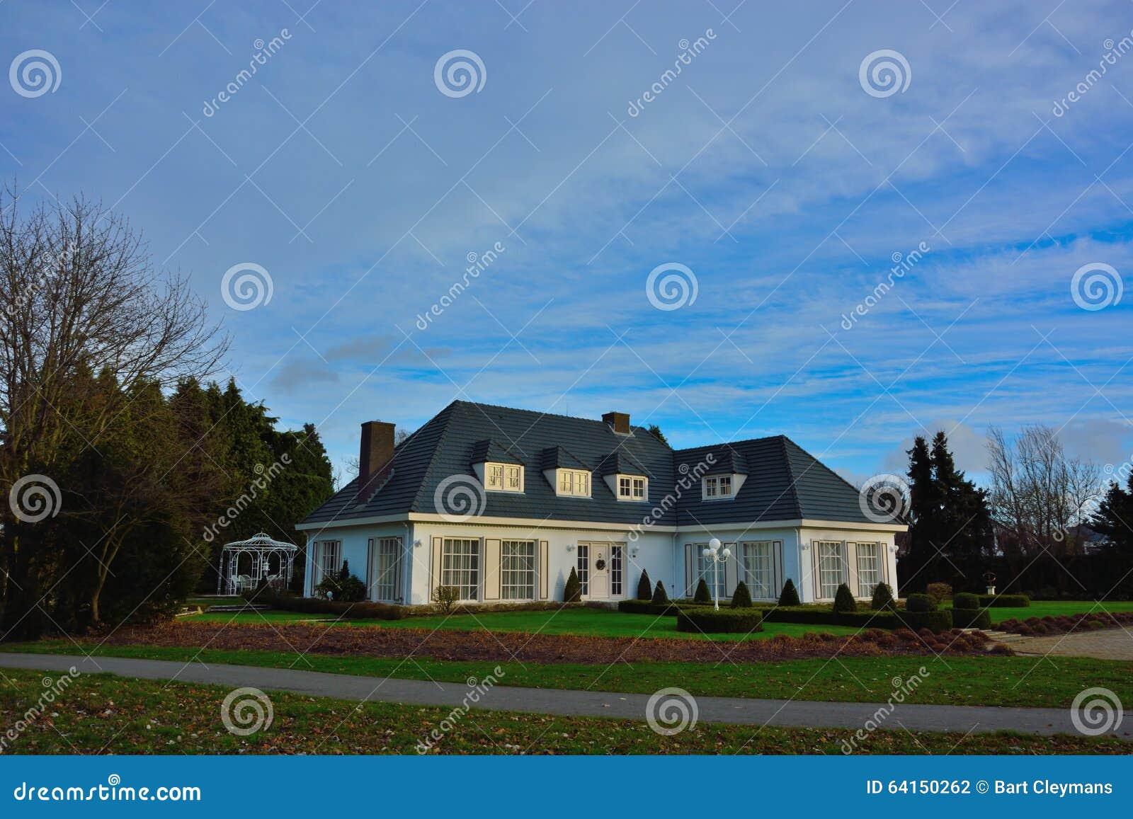 Huisvestend, Mooie Moderne Villa Redactionele Fotografie ...