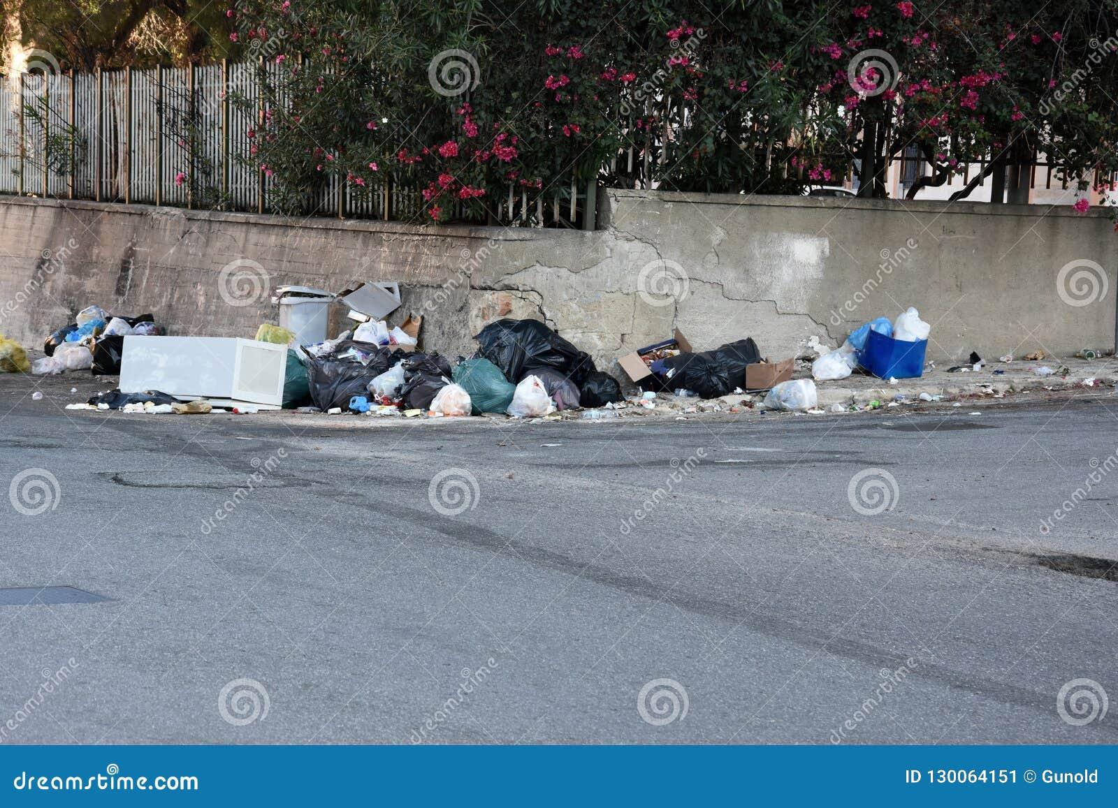 Huisvuil in de straten van Italië