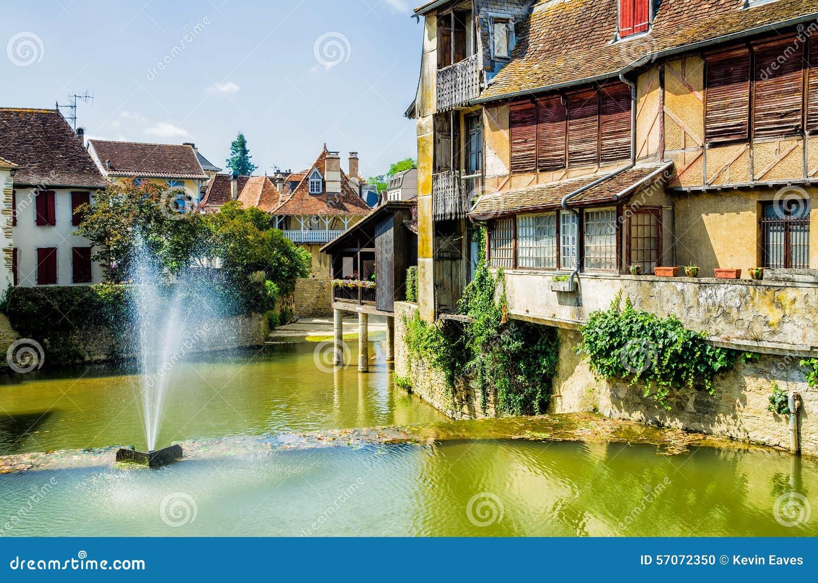 Huizen in de Franse stad van Salies DE Bearn