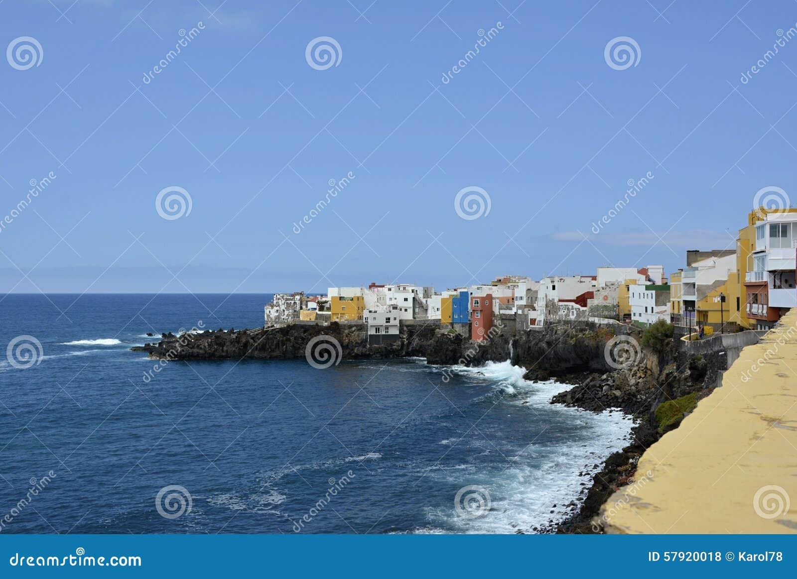 Huizen op een Kustlijn, Tenerife, Canarische Eilanden, Spanje, Europa