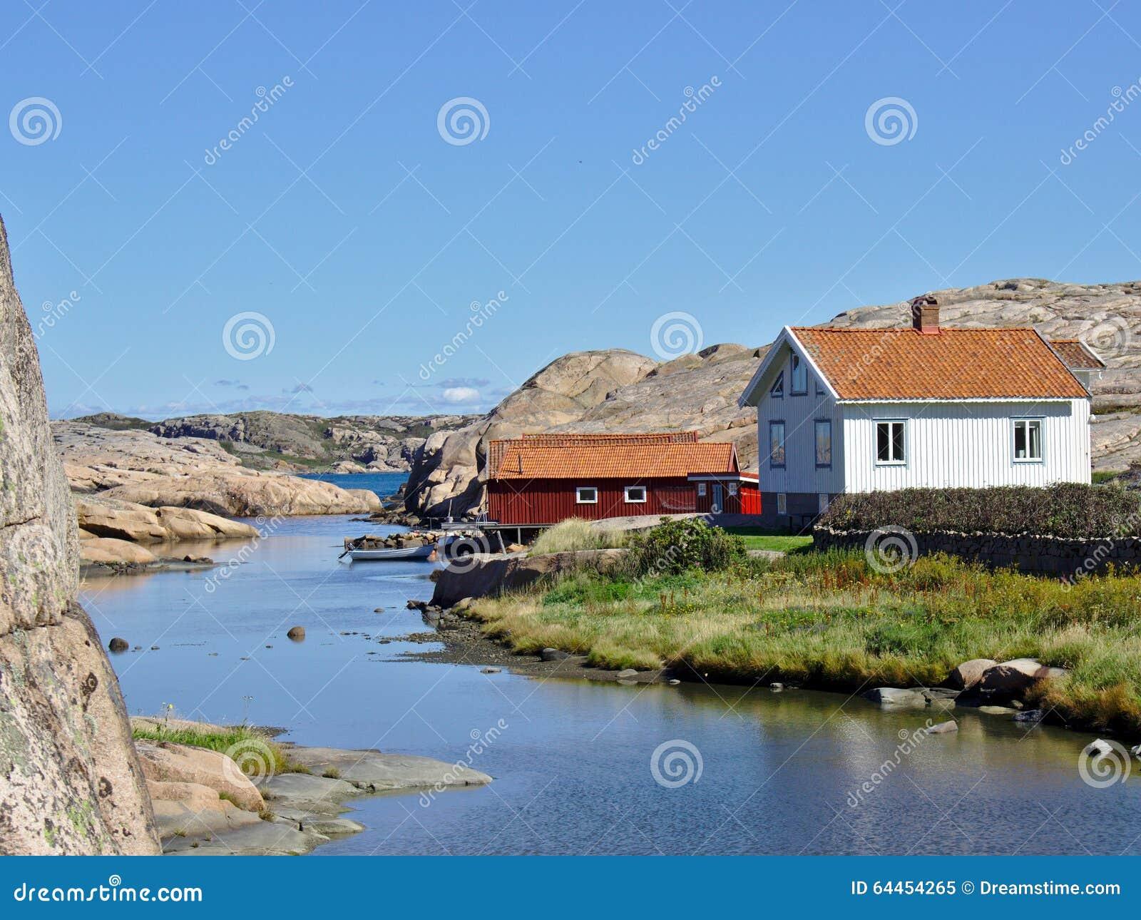 Huizen op zweedse westkust stock afbeelding afbeelding bestaande uit oceaan 64454265 - Foto huizen ...