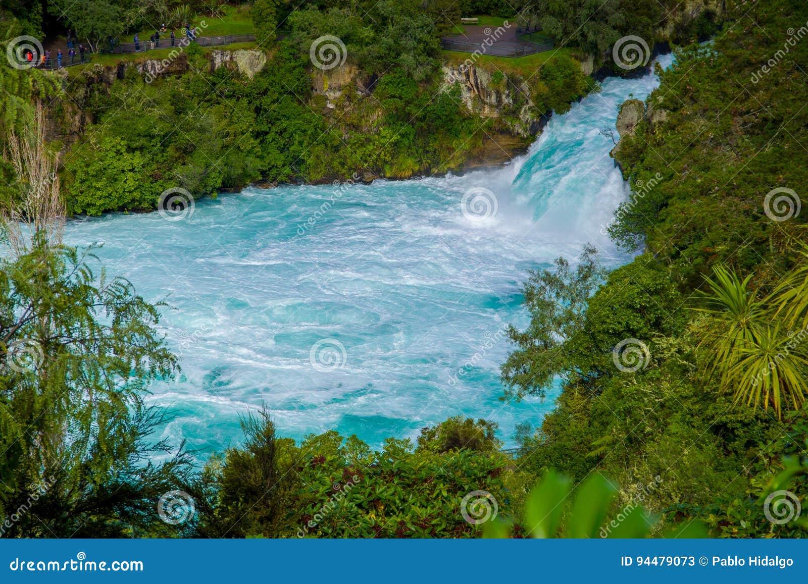 Huka puissant tombe sur la rivière de Waikato près de l île du nord Nouvelle-Zélande de Taupo